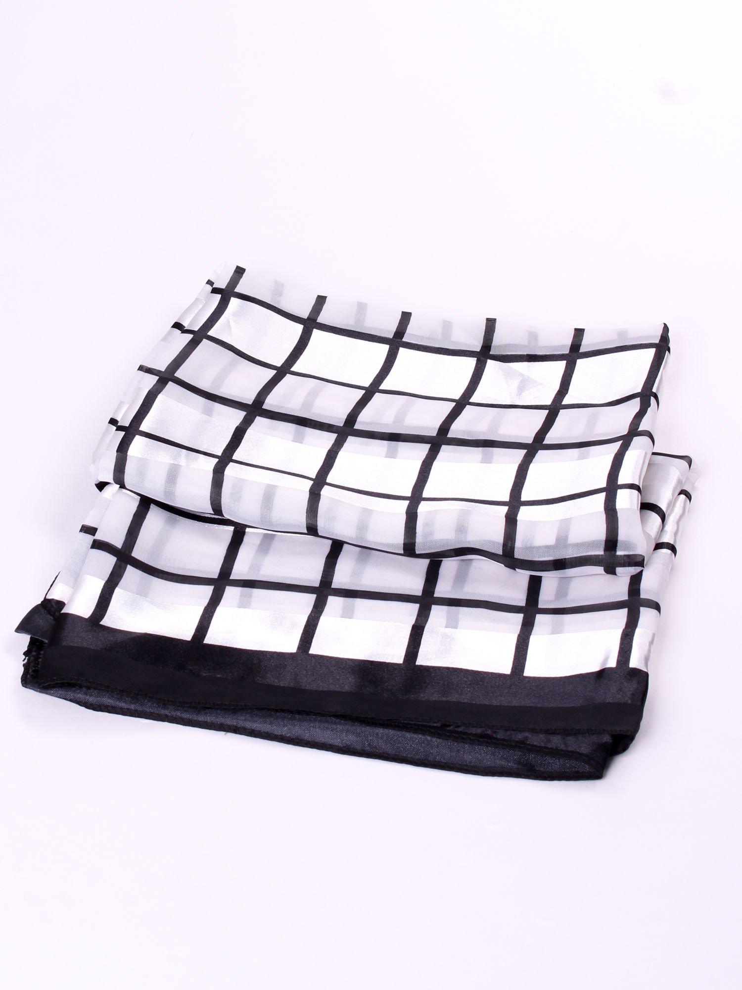 Biało-czarna chusta apaszka w kratę                                  zdj.                                  3