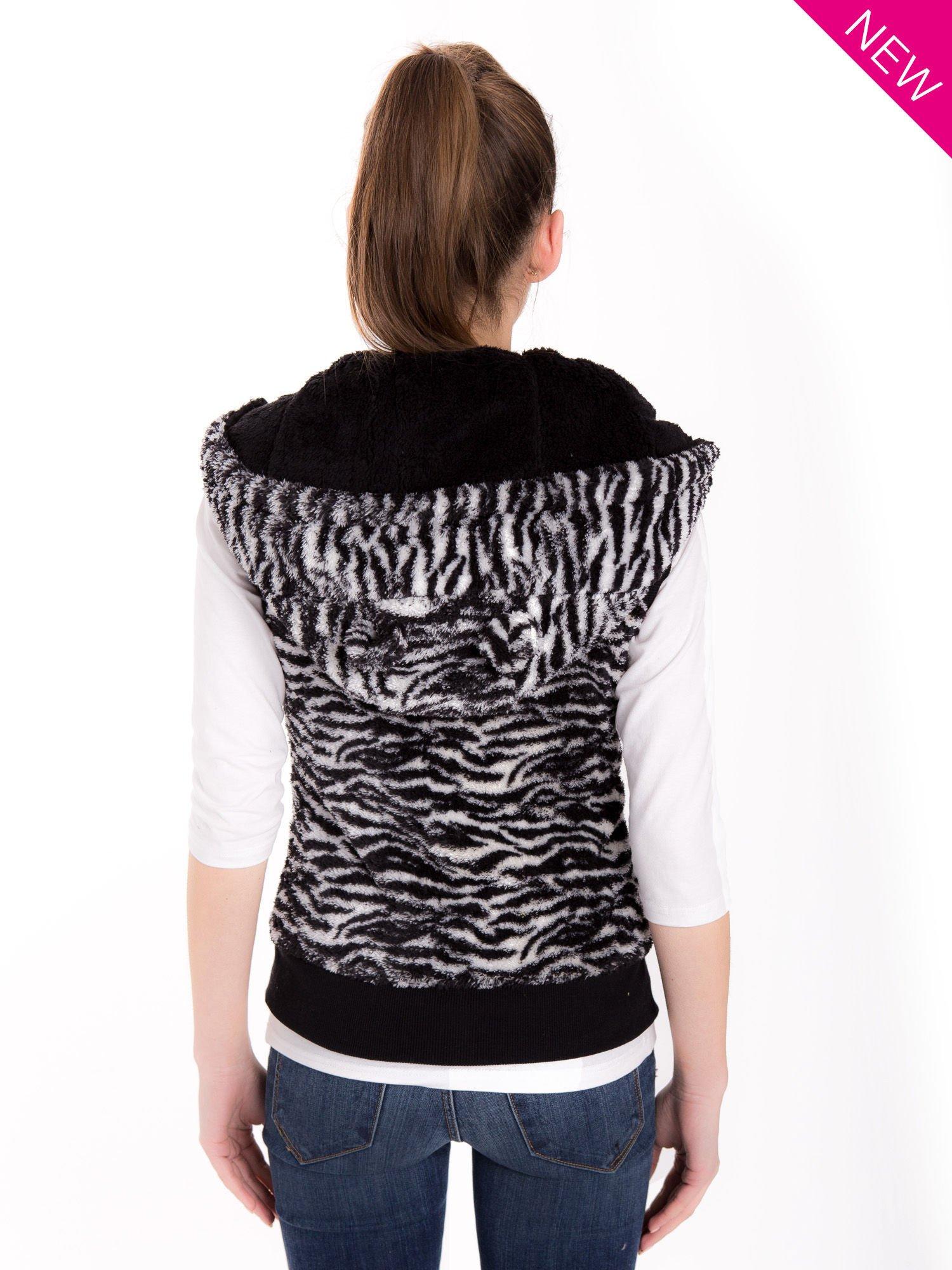 Biało-czarna kamizelka w tygrysie cętki z kapturem z uszkami                                   zdj.                                  2