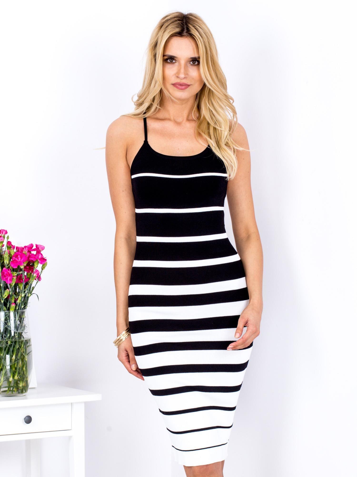 9a2136e60e Biało-czarna sukienka w paski - Sukienka dopasowana - sklep eButik.pl