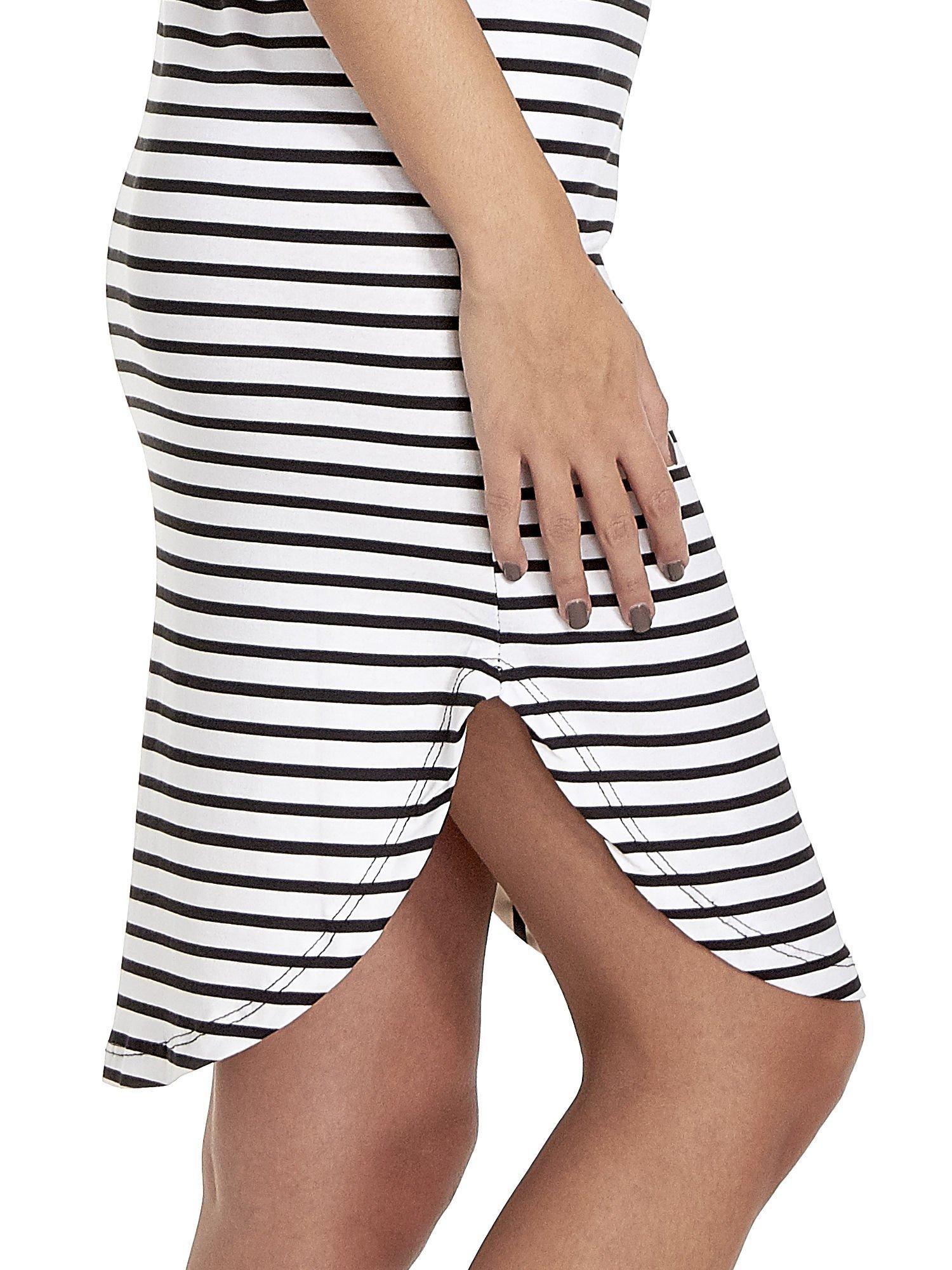 Biało-czarna sukienka w paski z napisem HAPPINESS                                  zdj.                                  5