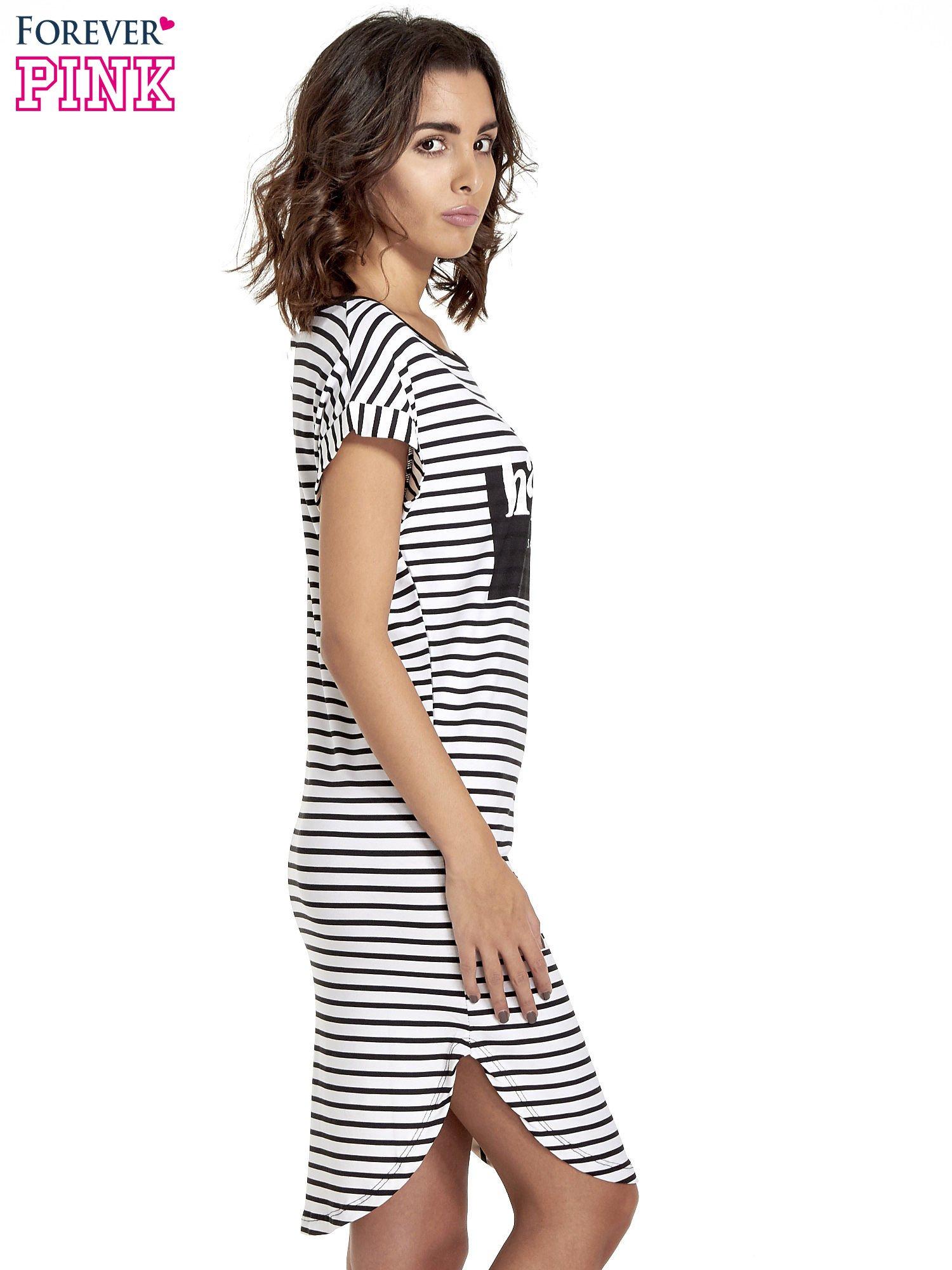Biało-czarna sukienka w paski z napisem HAPPINESS                                  zdj.                                  3