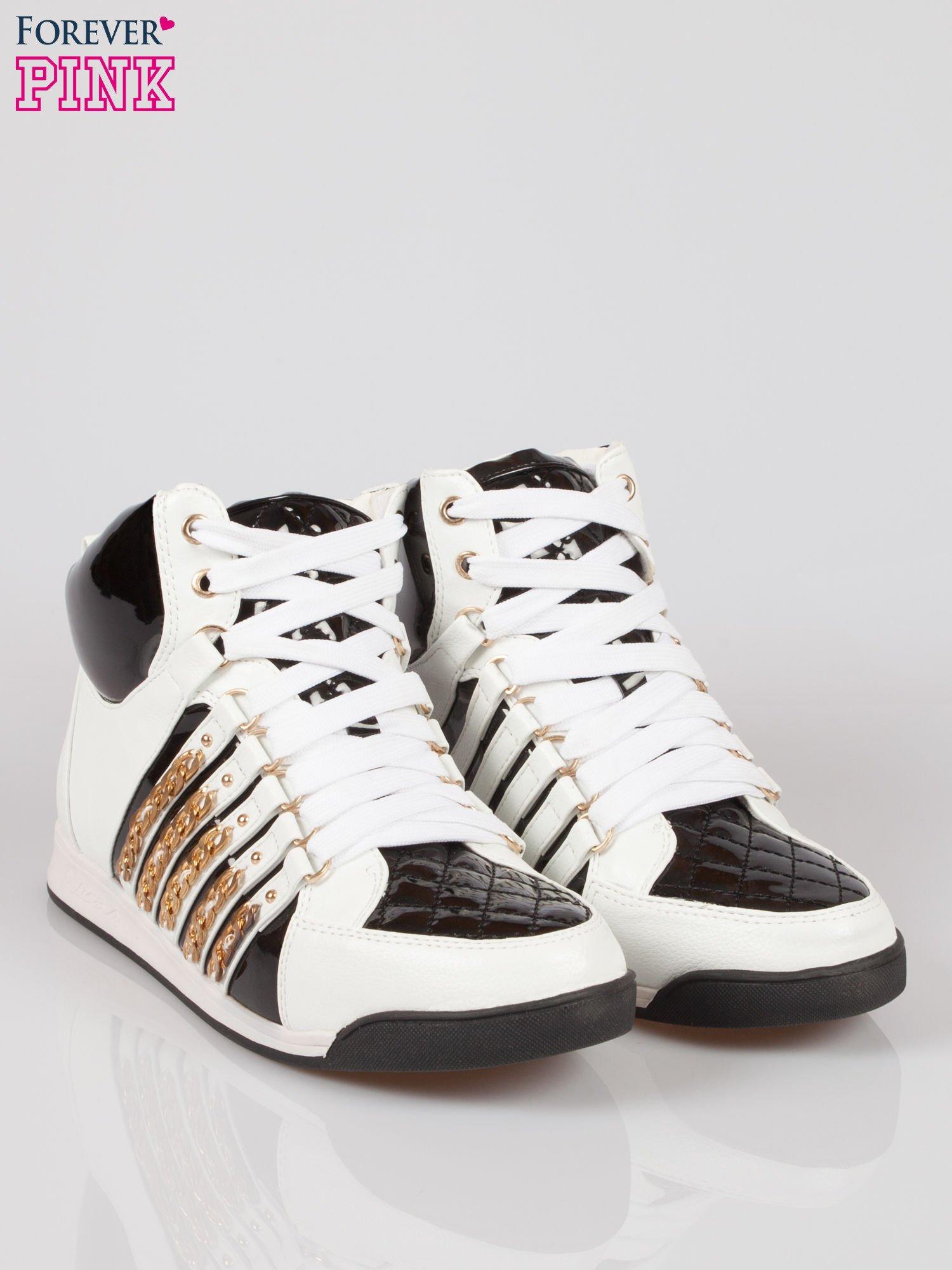 Biało-czarne sneakersy z łańcuszkami                                  zdj.                                  2