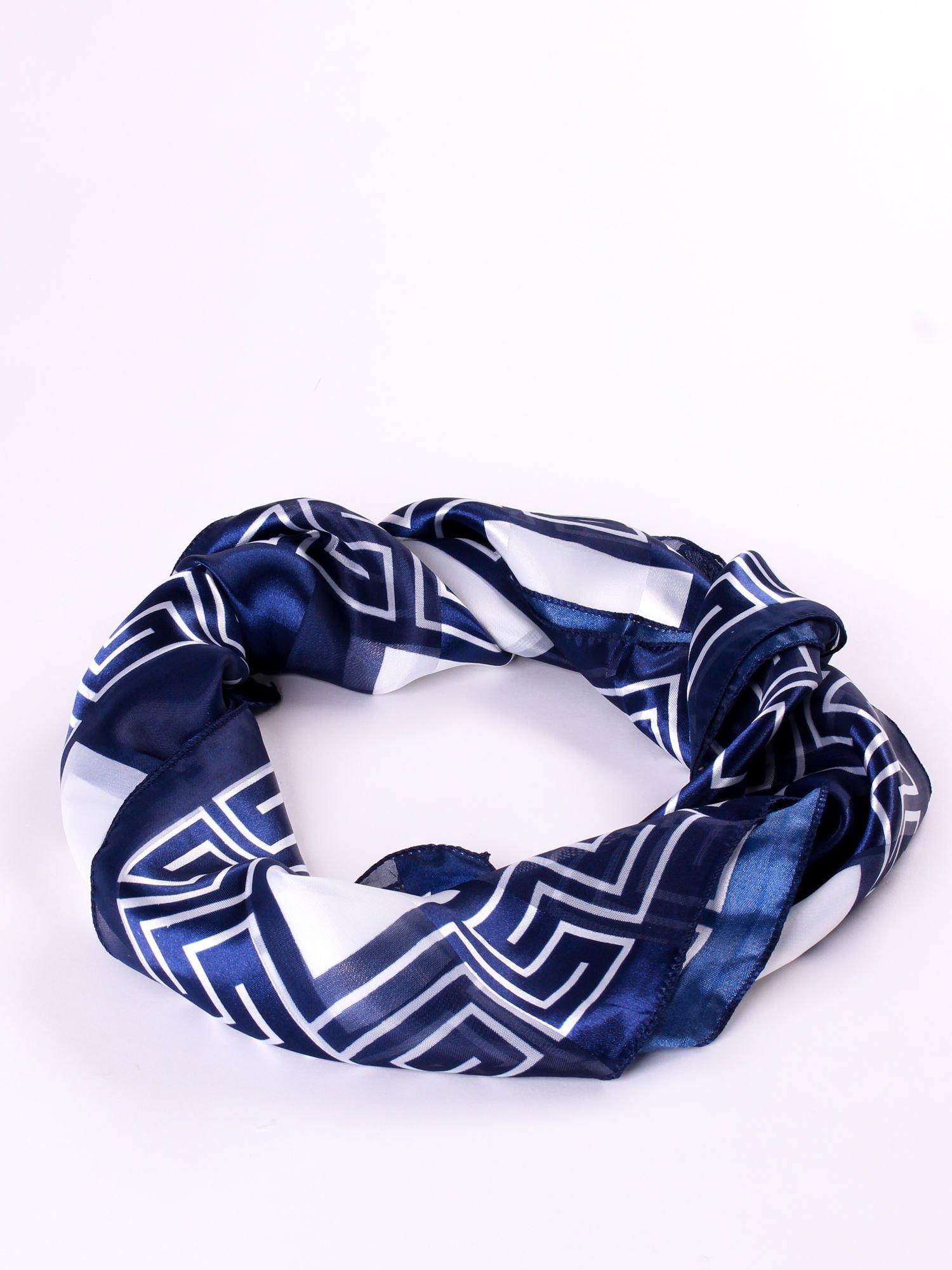 Biało-niebieska chusta apaszka we wzór geometryczny                                  zdj.                                  2