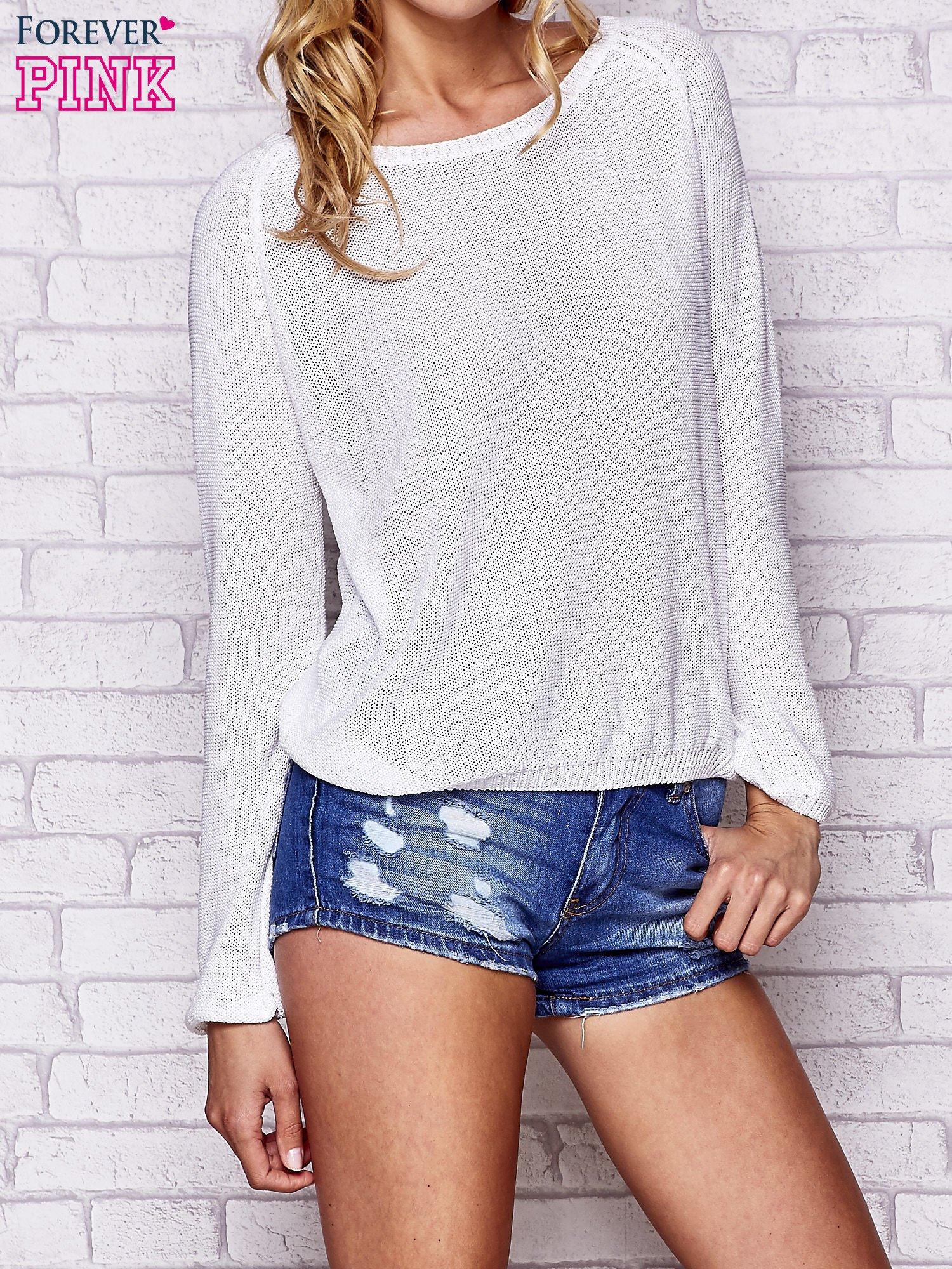 Biały błyszczący sweter z haftem sowy z tyłu                                  zdj.                                  3