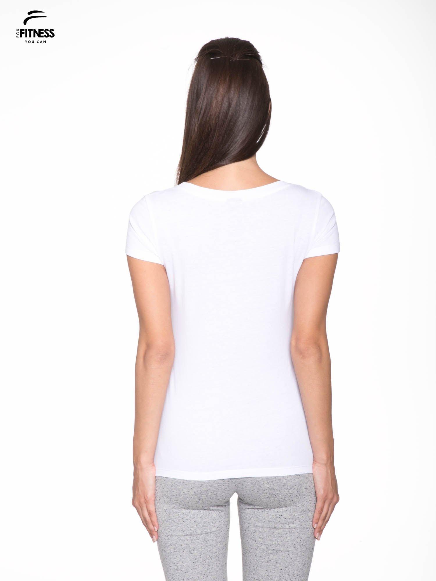 Biały gładki t-shirt z dekoltem w serek                                  zdj.                                  4