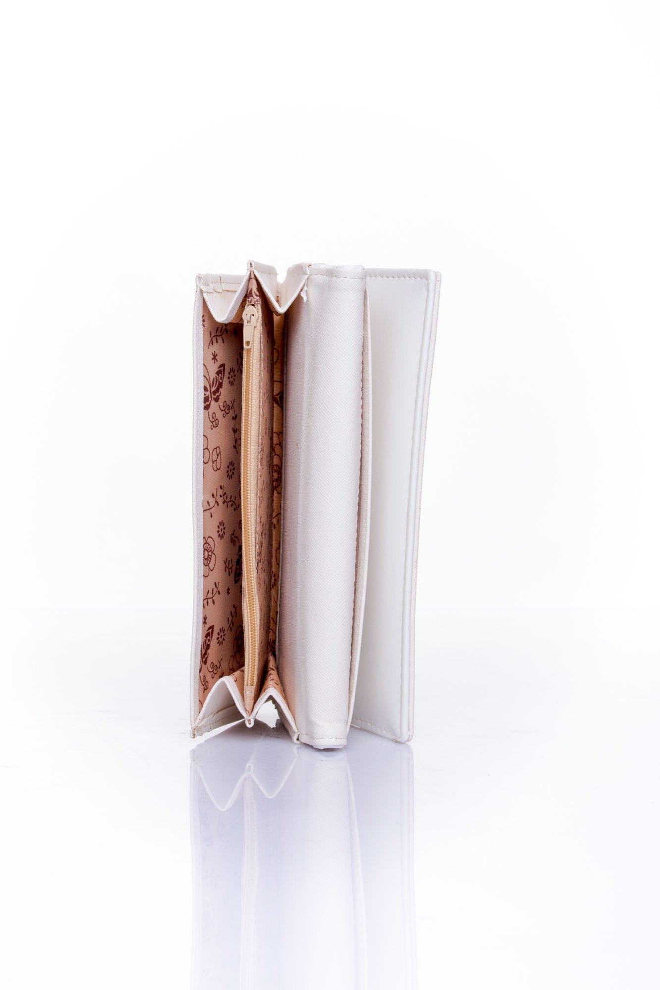 Biały portfel z motywem skóry aligatora                                  zdj.                                  5