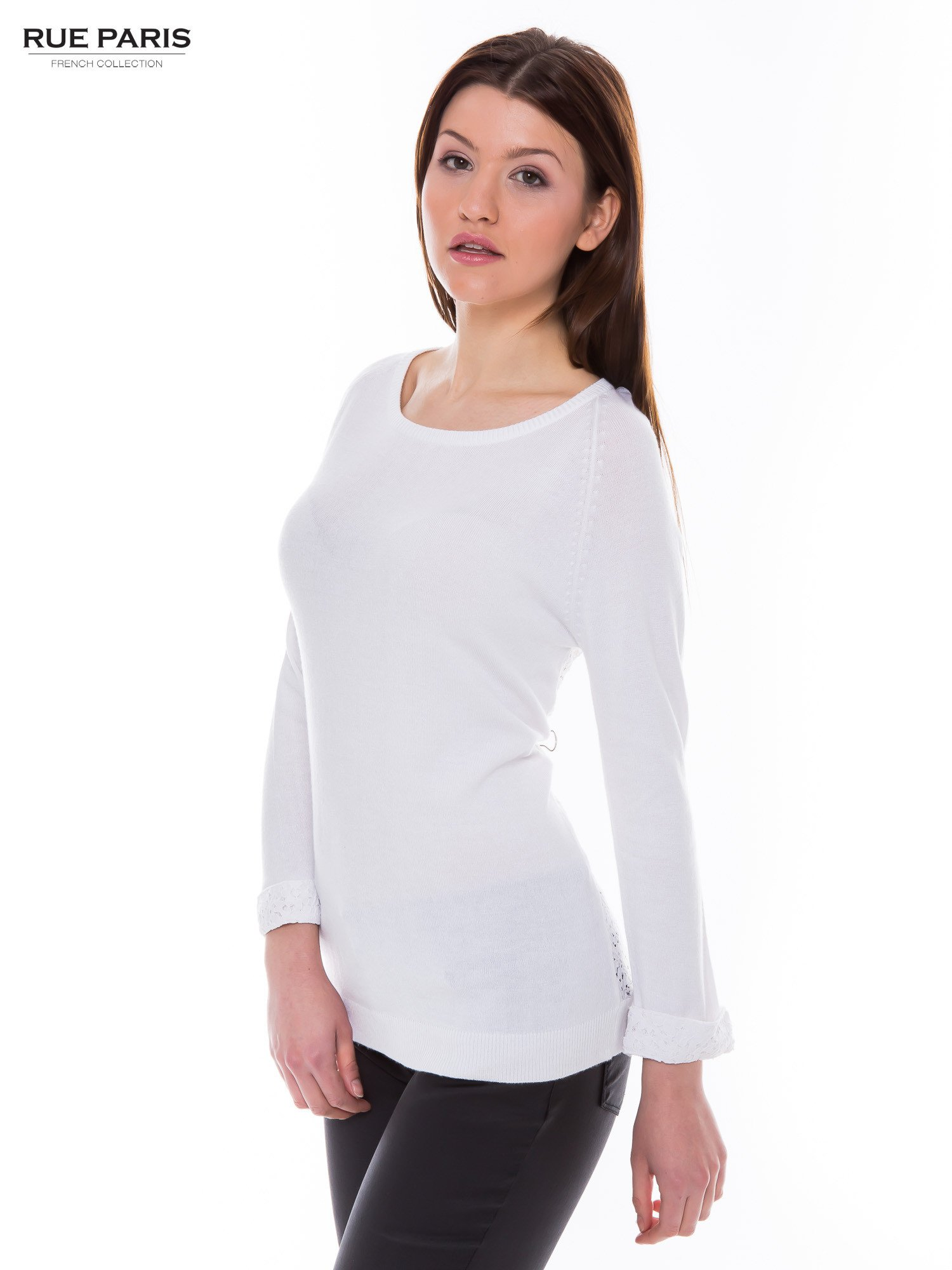 Biały sweter z długim rękawem wykończonym koronkowym mankietem                                  zdj.                                  2