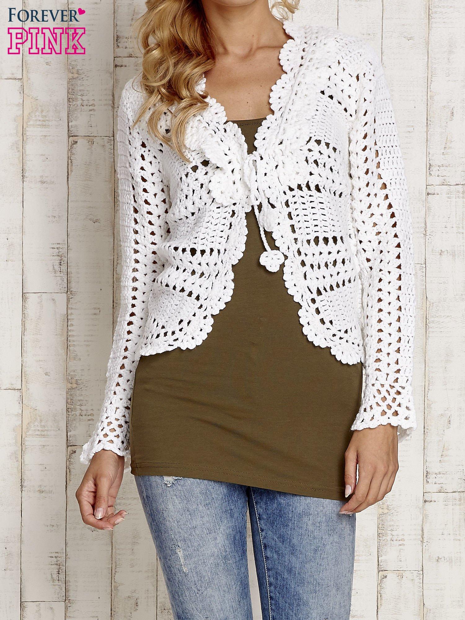 Biały sweter z wiązaniem                                  zdj.                                  1