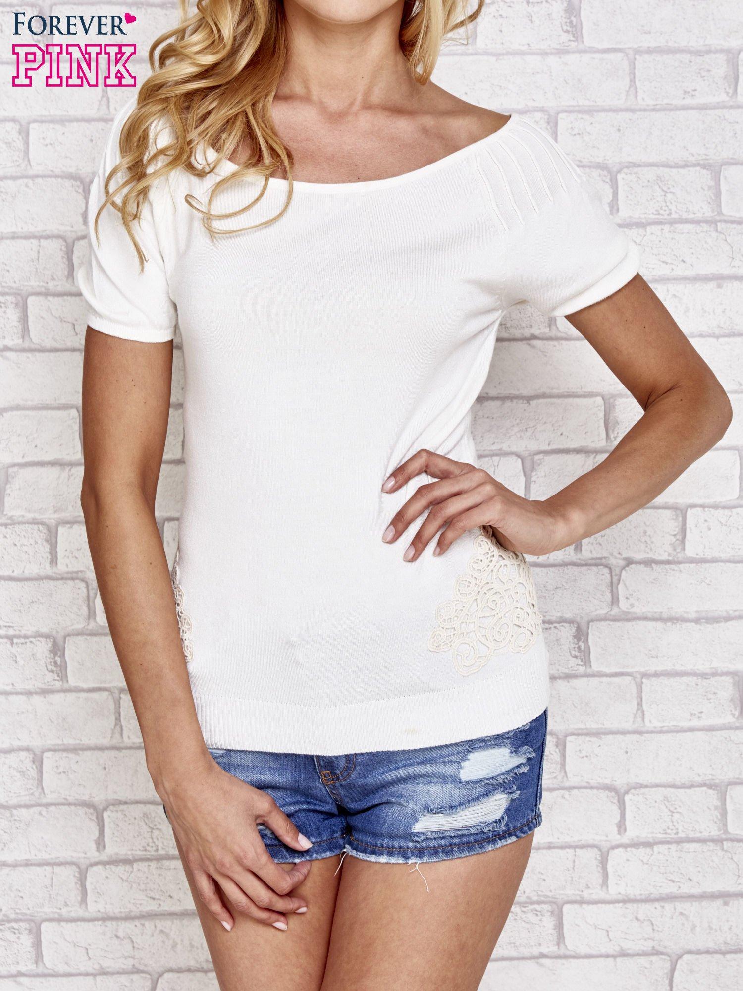 Biały sweterek z opadającymi ramionami                                  zdj.                                  1