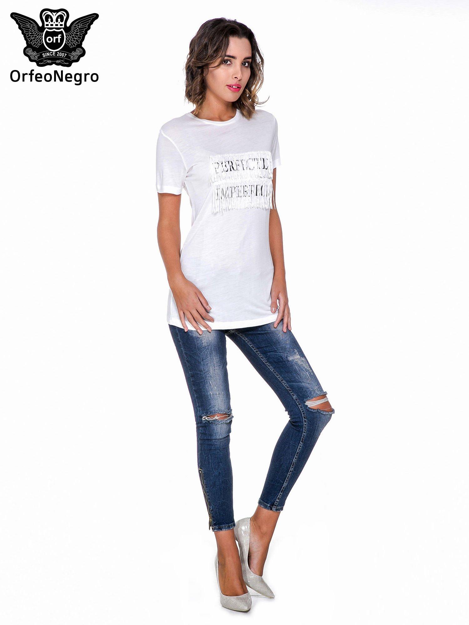 Biały t-shirt z frędzlami i napisem PERFECT IMPERFECT                                  zdj.                                  5