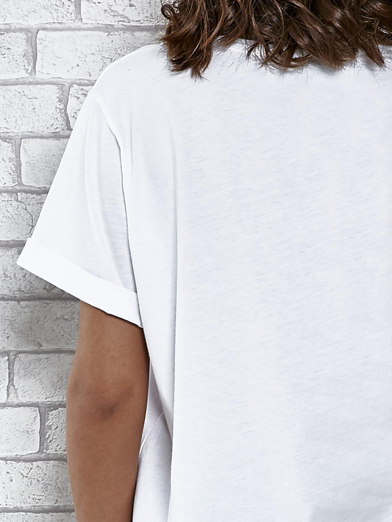 Biały t-shirt z modowym napisem CÉLINE PARIS                                  zdj.                                  6