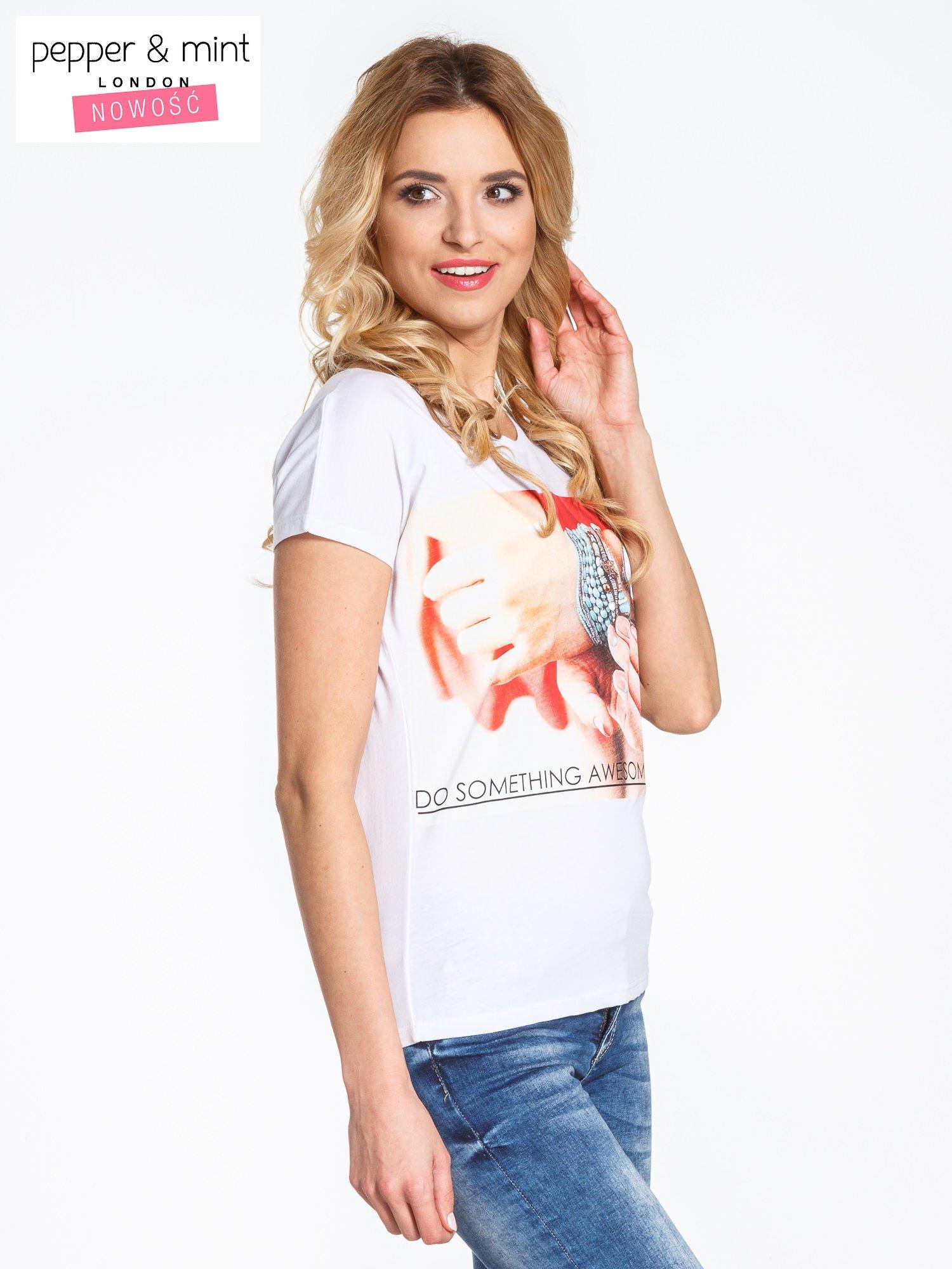 Biały t-shirt z nadrukiem DO SOMETHING AWESOME TODAY                                  zdj.                                  3