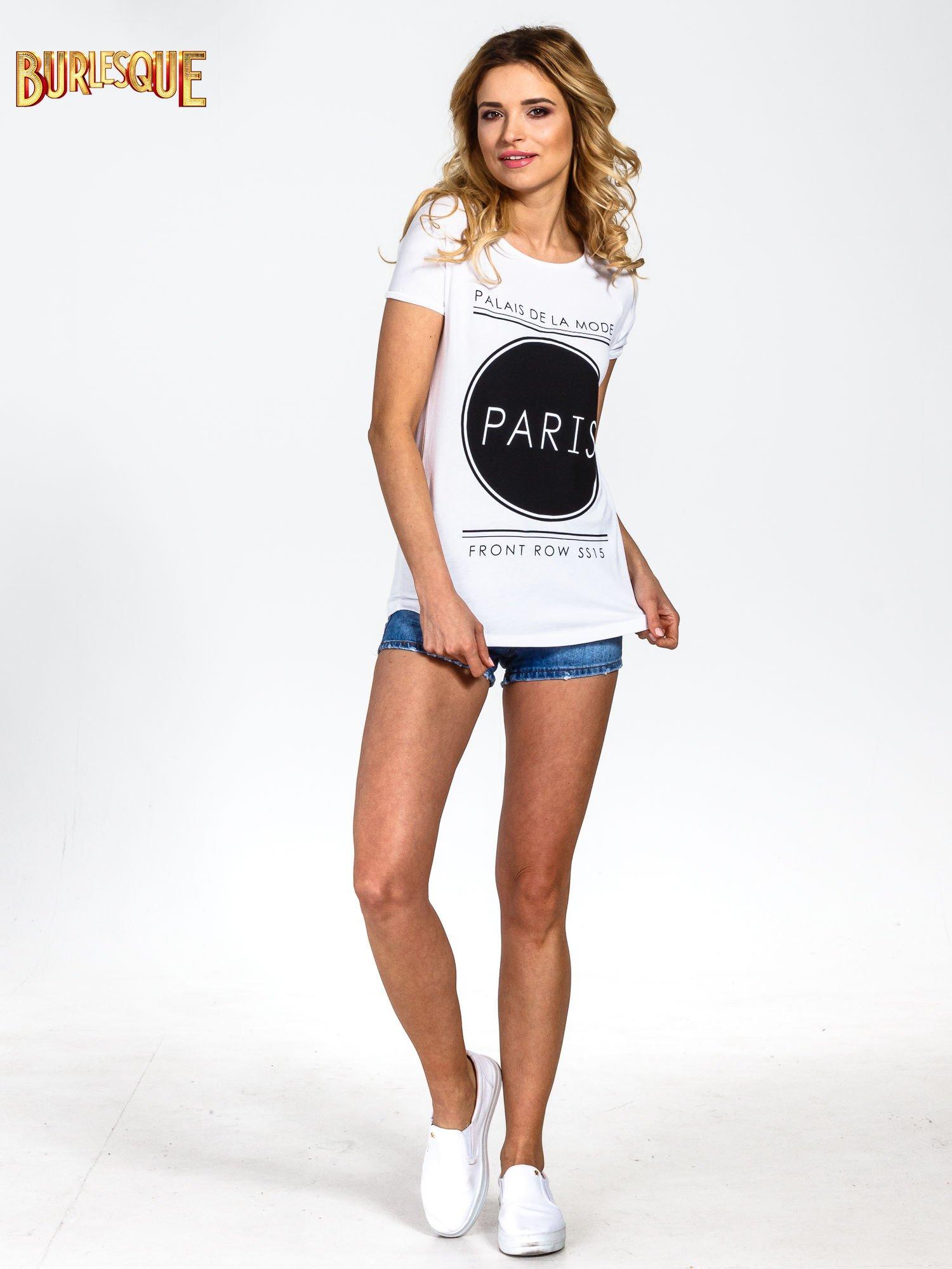 Biały t-shirt z nadrukiem PARIS                                  zdj.                                  6
