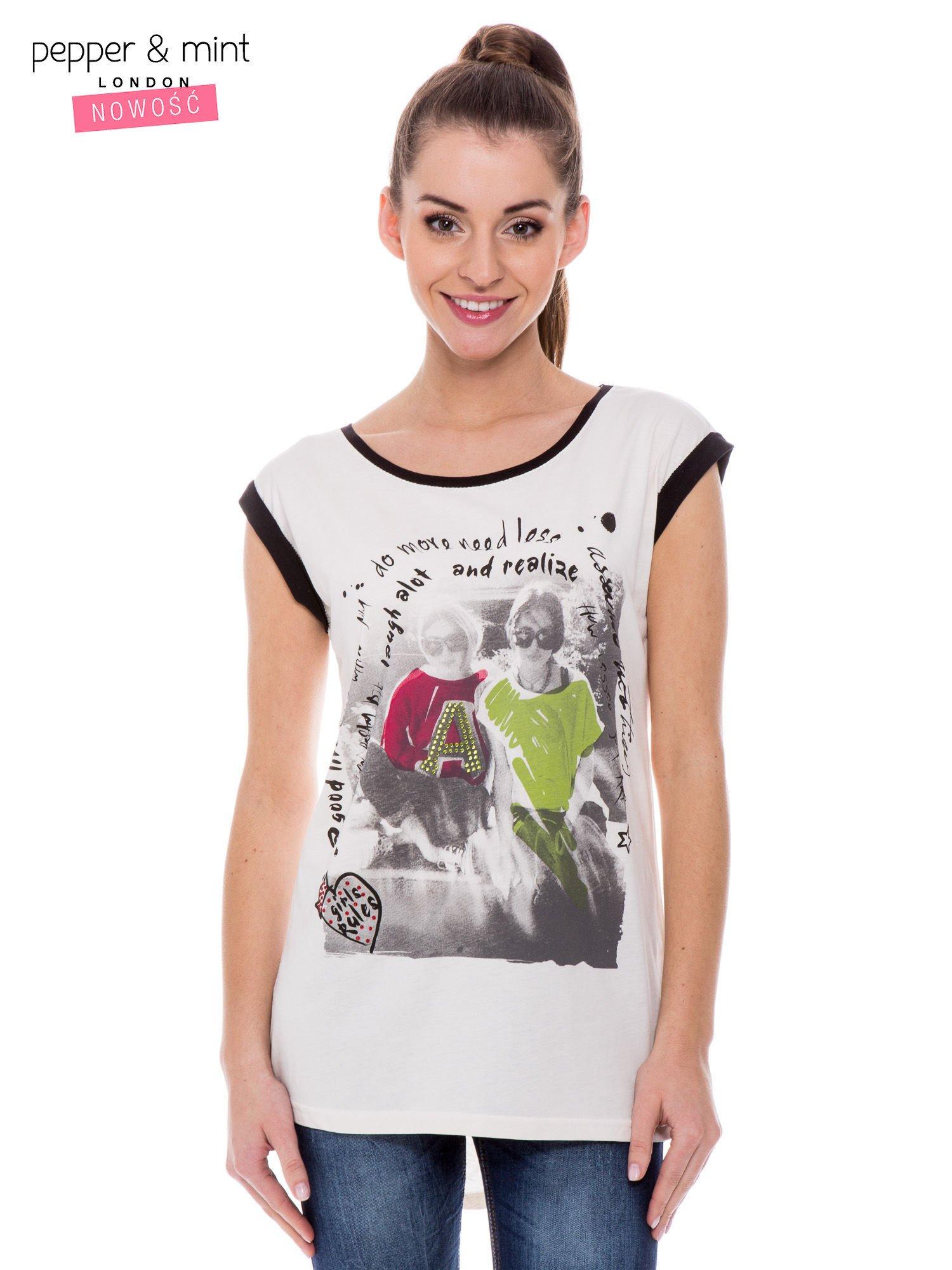 Biały t-shirt z nadrukiem i czarną lamówką                                  zdj.                                  1