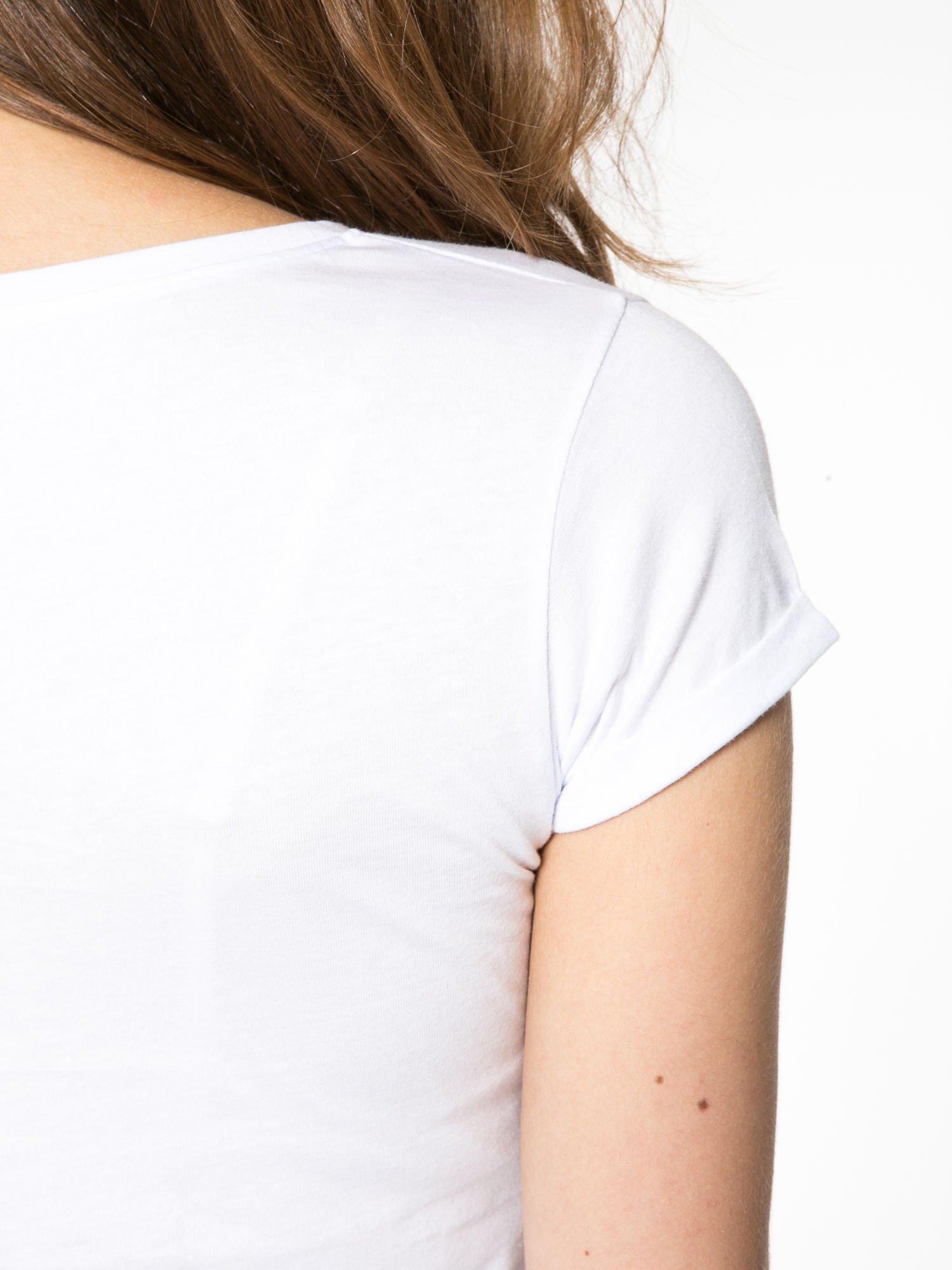 Bialy t-shirt z nadrukiem troskliwych misiów                                  zdj.                                  11