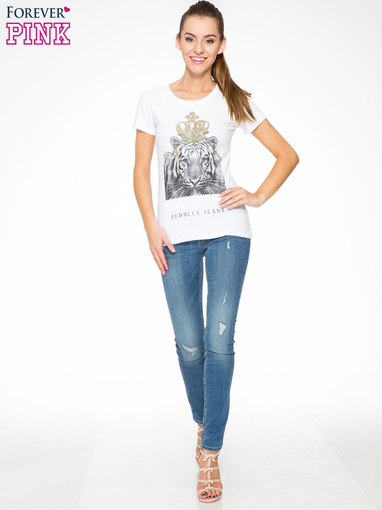 Biały t-shirt z nadrukiem tygrysa z koroną                                  zdj.                                  5