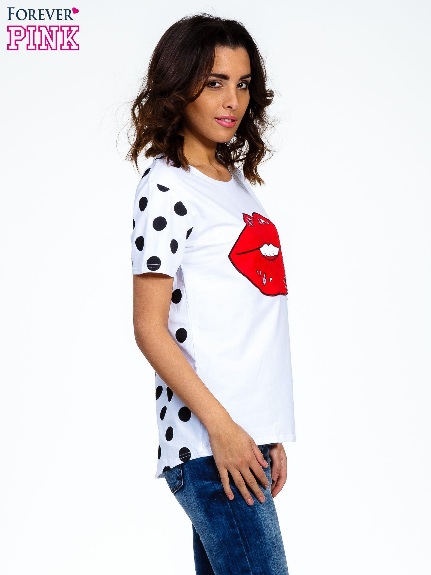 Biały t-shirt z nadrukiem ust                                   zdj.                                  3