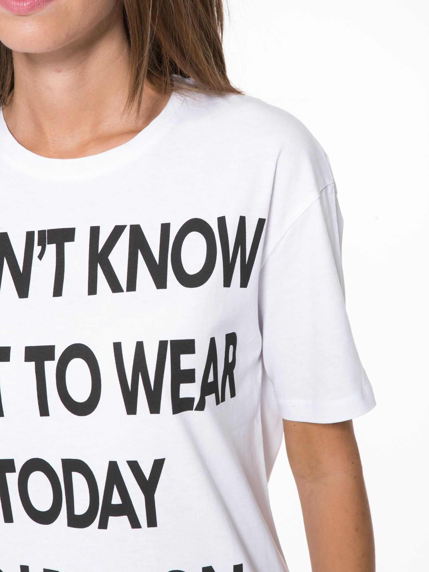 Biały t-shirt z napisem I'DONT KNOW WHAT TO WEAR TODAY                                  zdj.                                  7