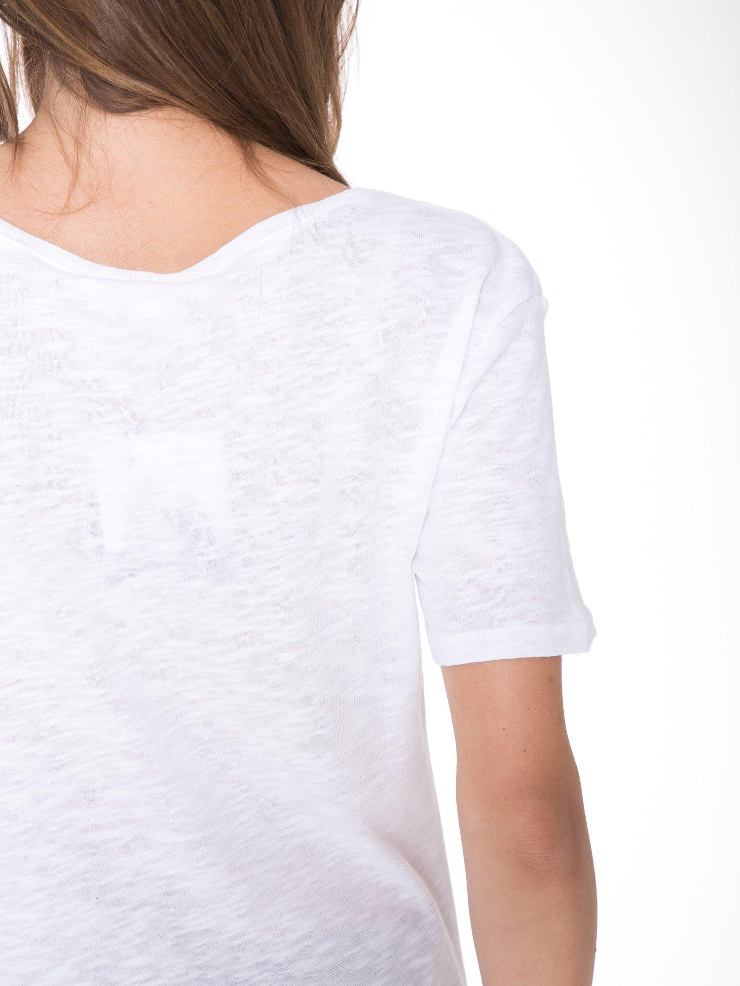 Biały t-shirt z napisem OK                                  zdj.                                  10