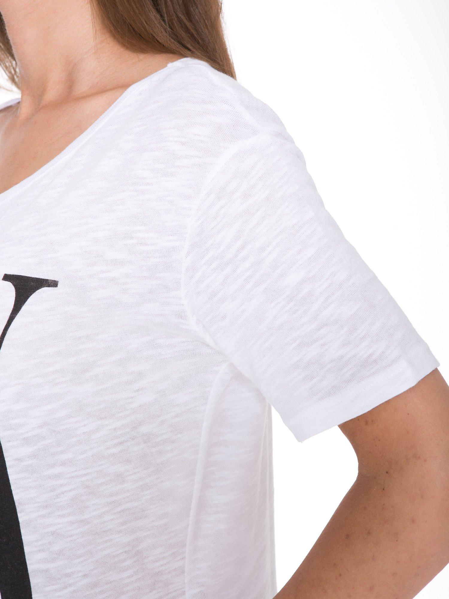 Biały t-shirt z napisem OK                                  zdj.                                  8
