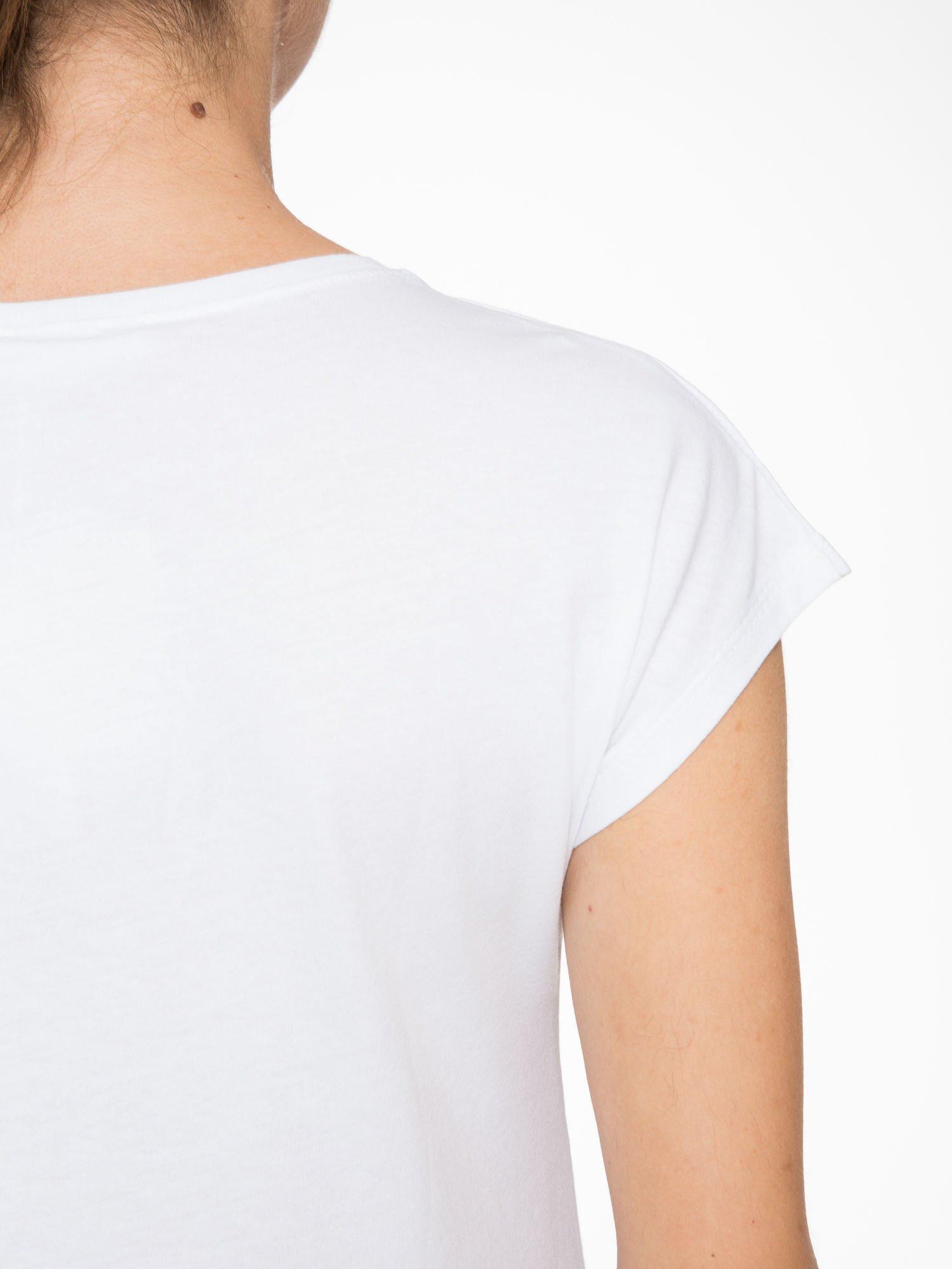 Biały t-shirt z napisem THE BEST IS YET TO COME                                  zdj.                                  7