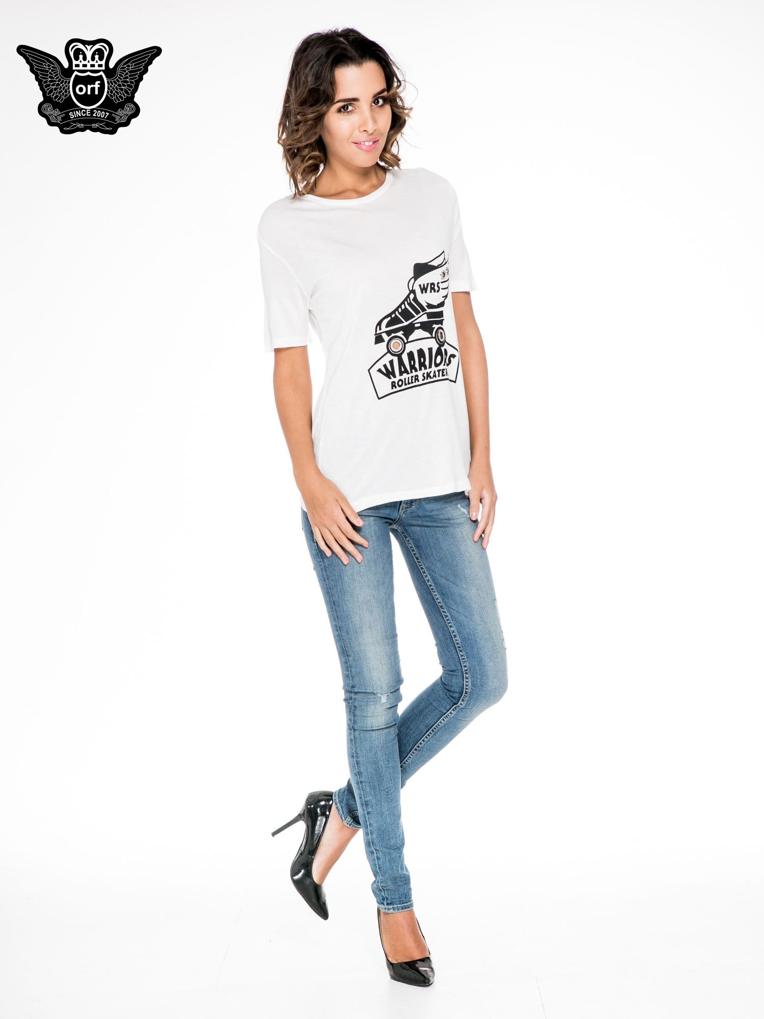 Biały t-shirt z napisem WARRIORS ROLLER SKATERS                                  zdj.                                  2