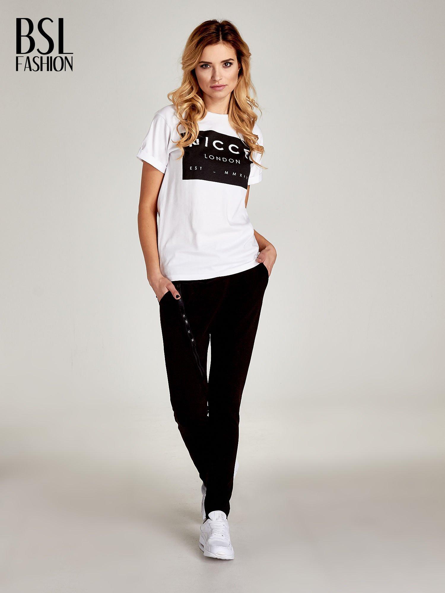 Biały t-shirt z napisem w minimalistycznym stylu NICCE LONDON                                  zdj.                                  6