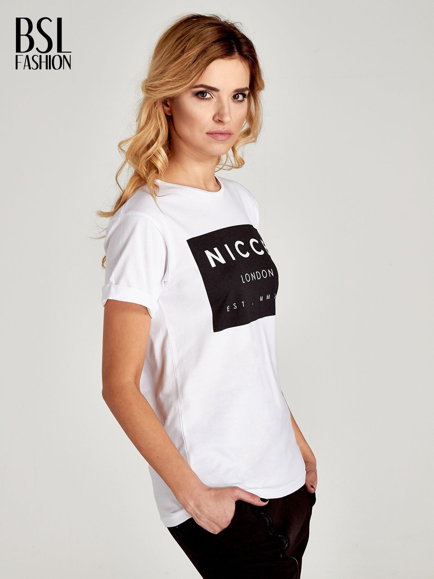Biały t-shirt z napisem w minimalistycznym stylu NICCE LONDON                                  zdj.                                  3