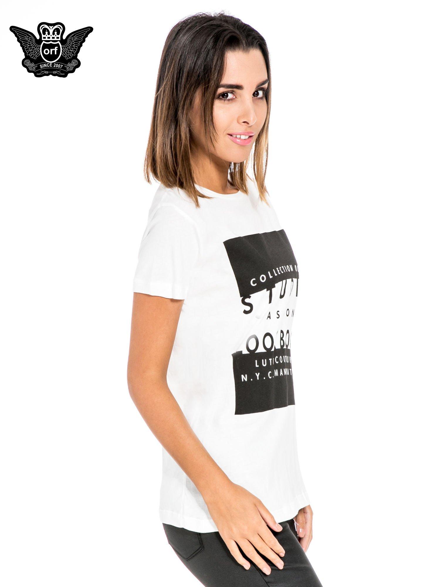 Biały t-shirt z napisem w stylu fashion                                  zdj.                                  3