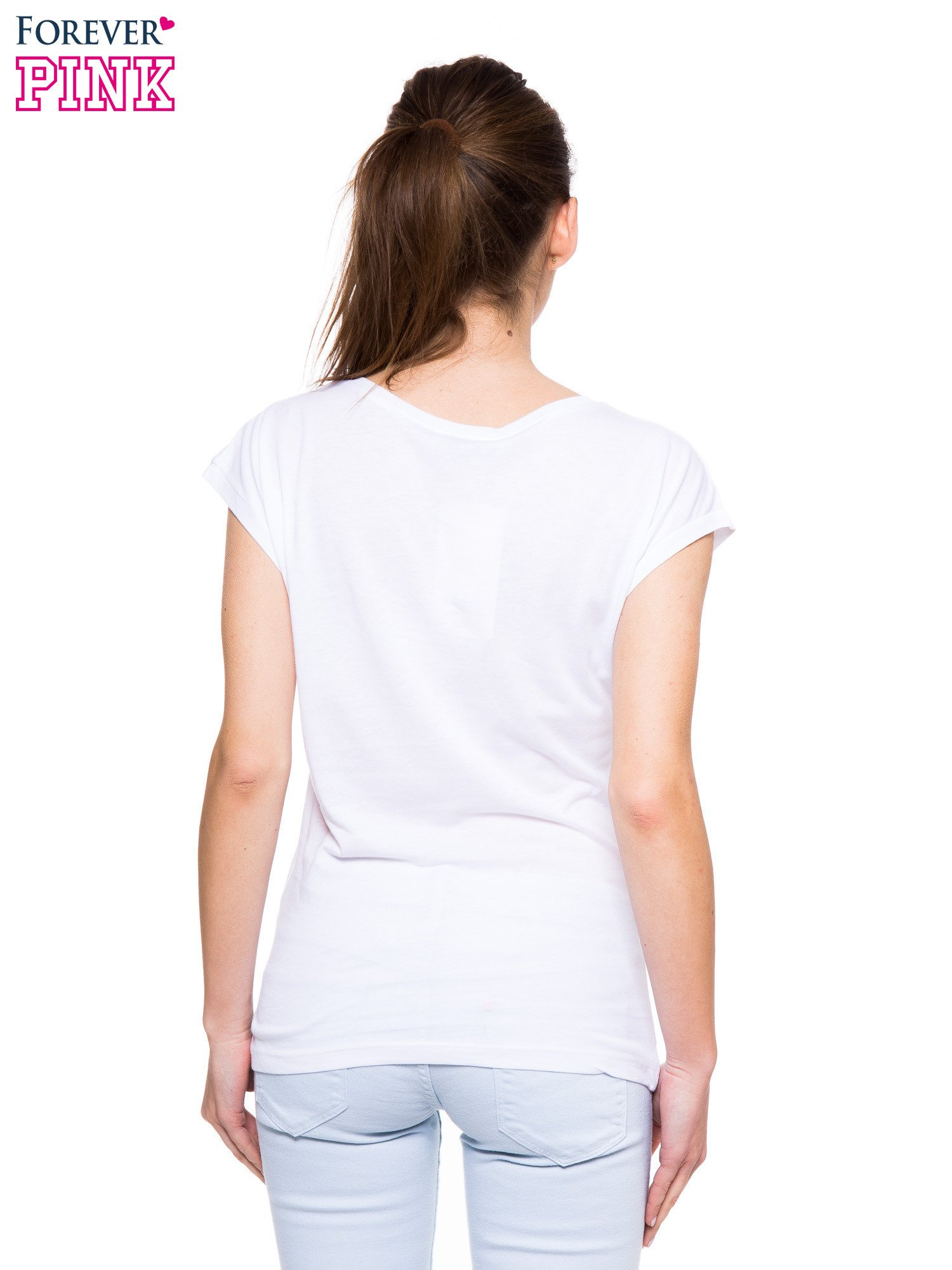 Biały t-shirt ze złotym nadrukiem tekstowym I'VE GOT YOU UNDER MY SKIN                                  zdj.                                  3