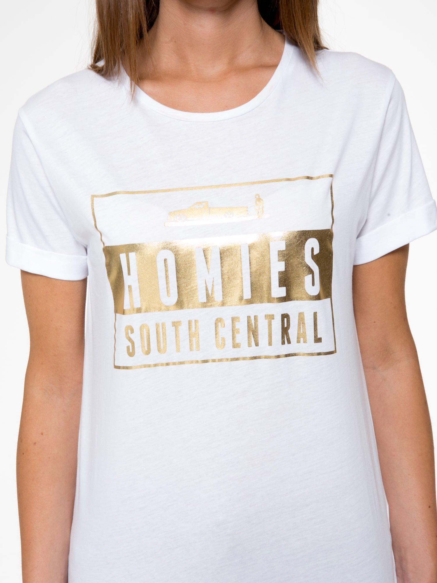 Biały t-shirt ze złotym napisem HOMIES SOUTH CENTRAL                                  zdj.                                  6