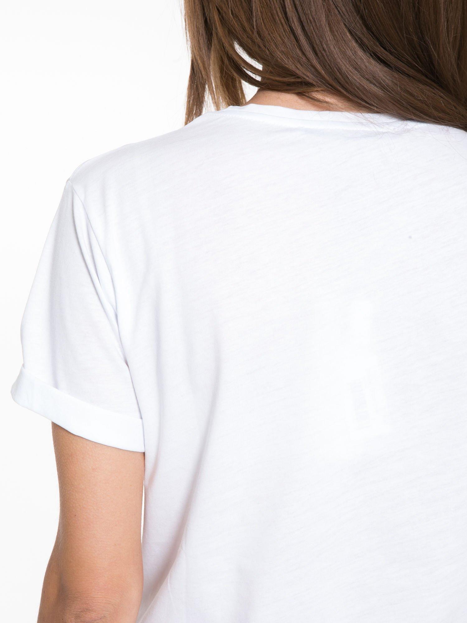 Biały t-shirt ze złotym napisem SWEAR ON CHANEL                                  zdj.                                  8