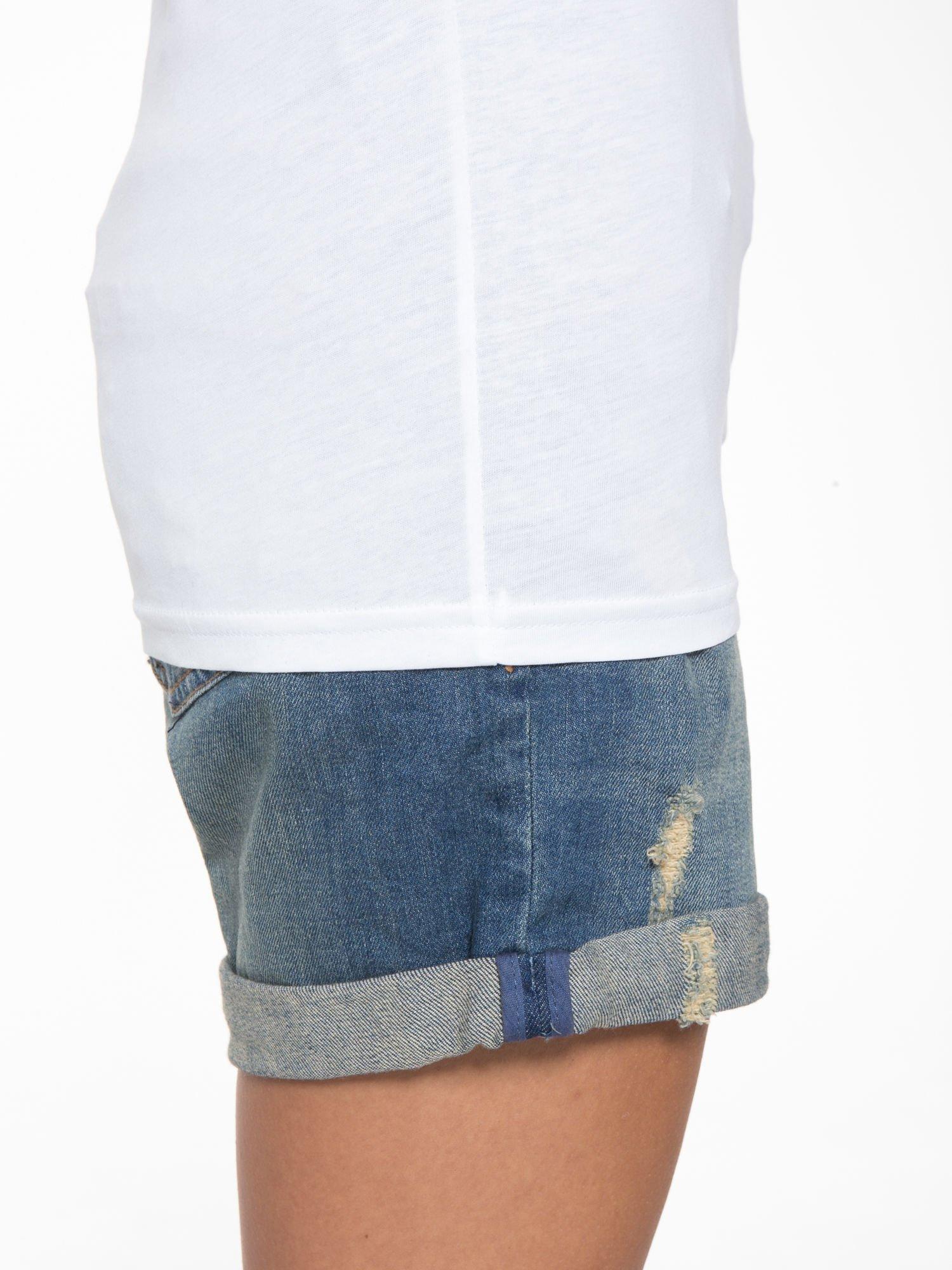 Biały t-shirt ze złotym napisem SWEAR ON CHANEL                                  zdj.                                  10