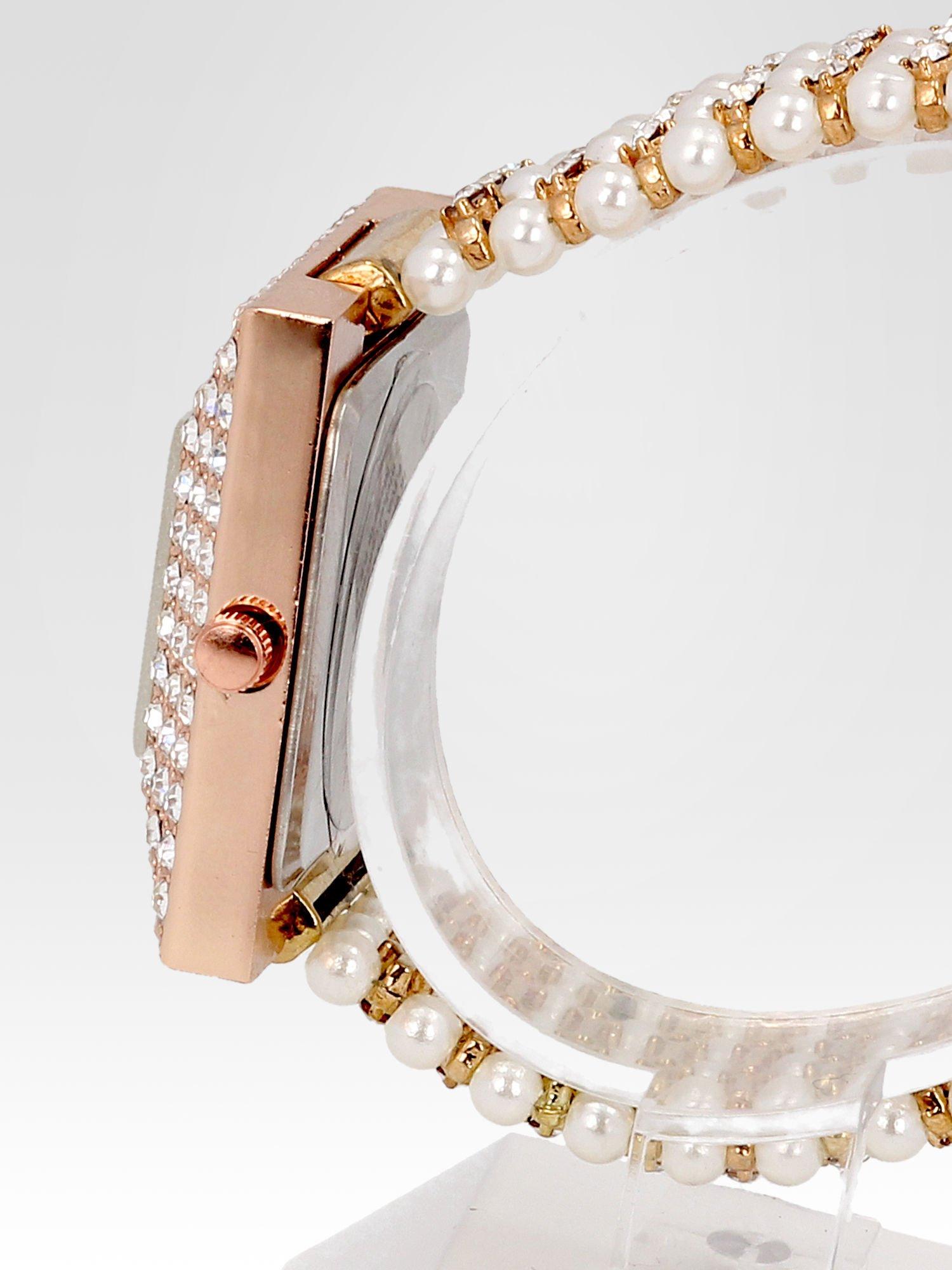 Biżuteryjny zegarek damski z różowego złota na bransolecie z cyrkoniami i perłami                                  zdj.                                  3