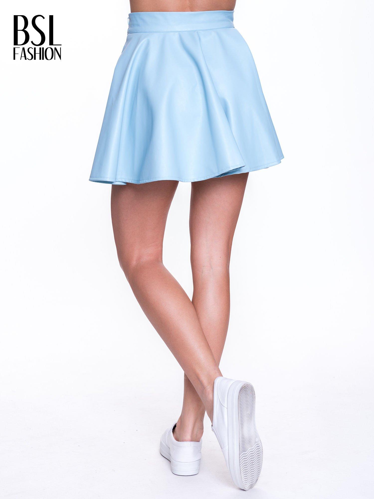 Błękitna mini spódnica skater ze skóry                                  zdj.                                  3