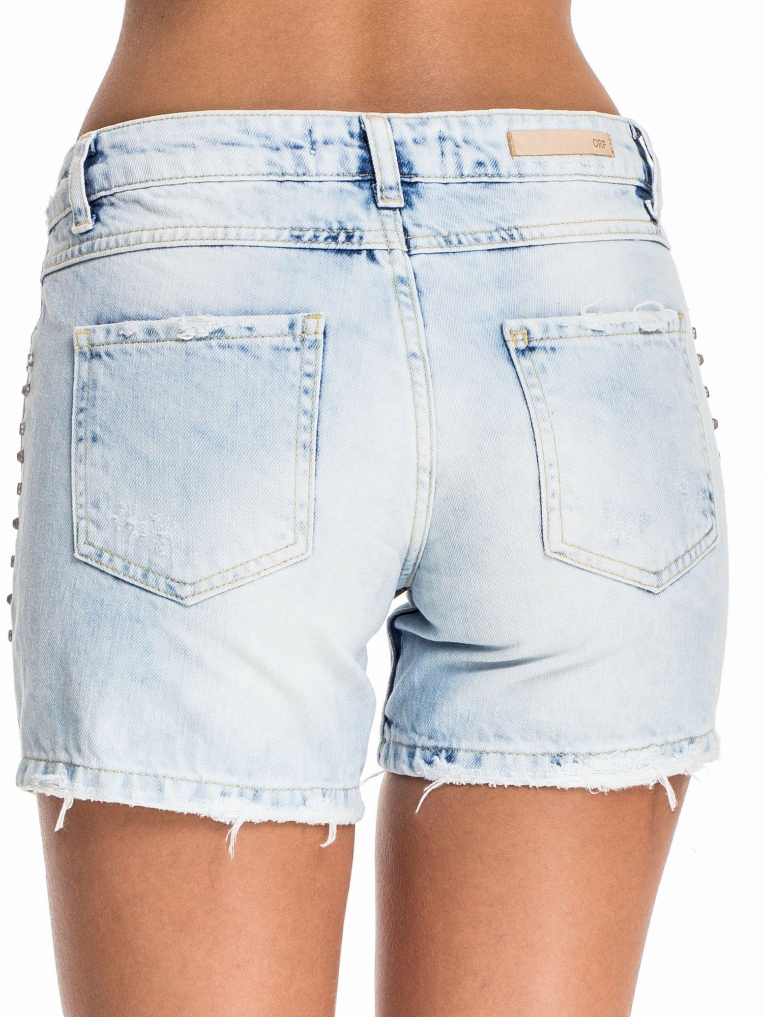 Błękitne jeansowe szorty z dżetami                                  zdj.                                  2