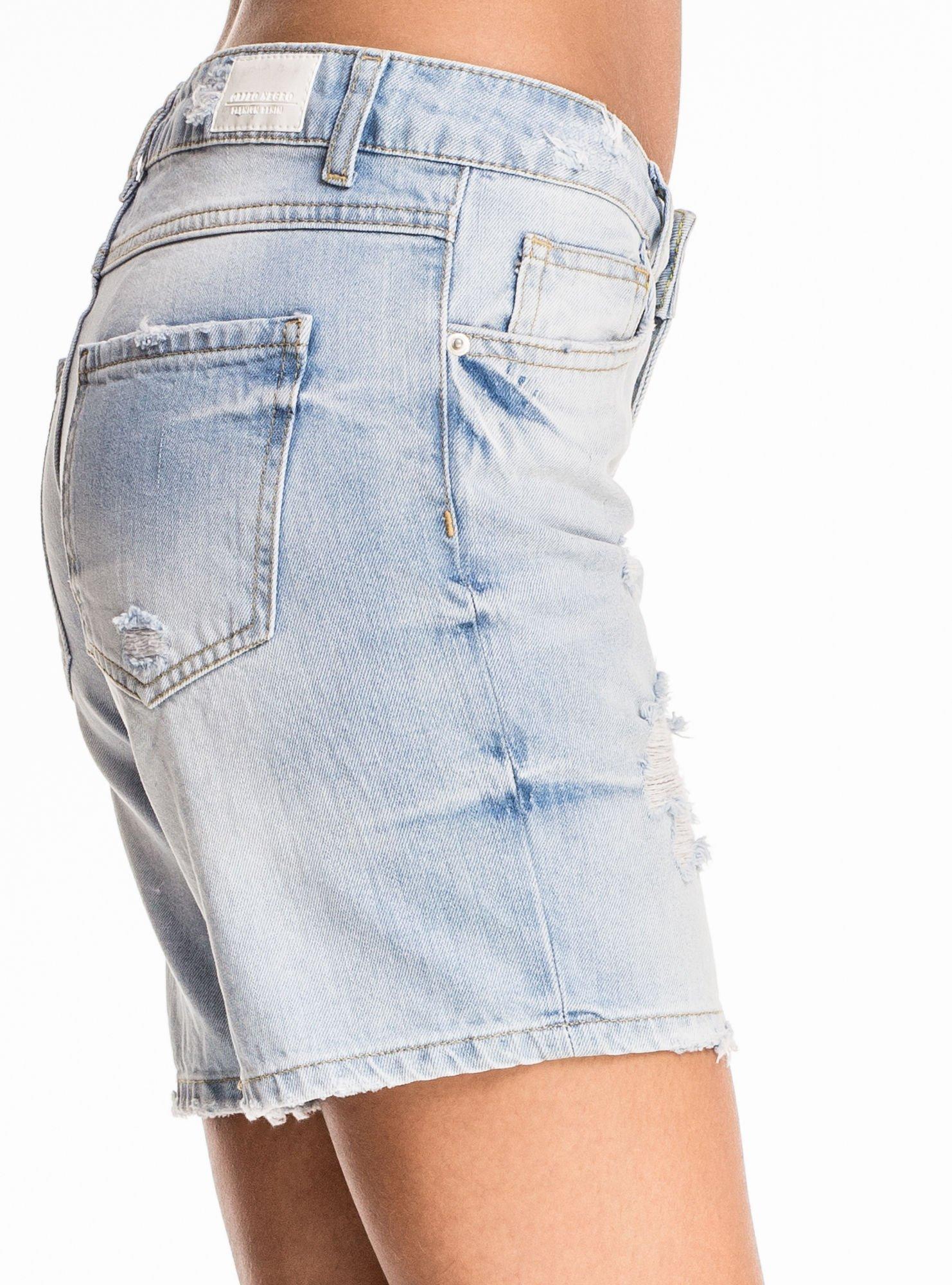 Błękitne jeansowe szorty z przetarciami                                  zdj.                                  7