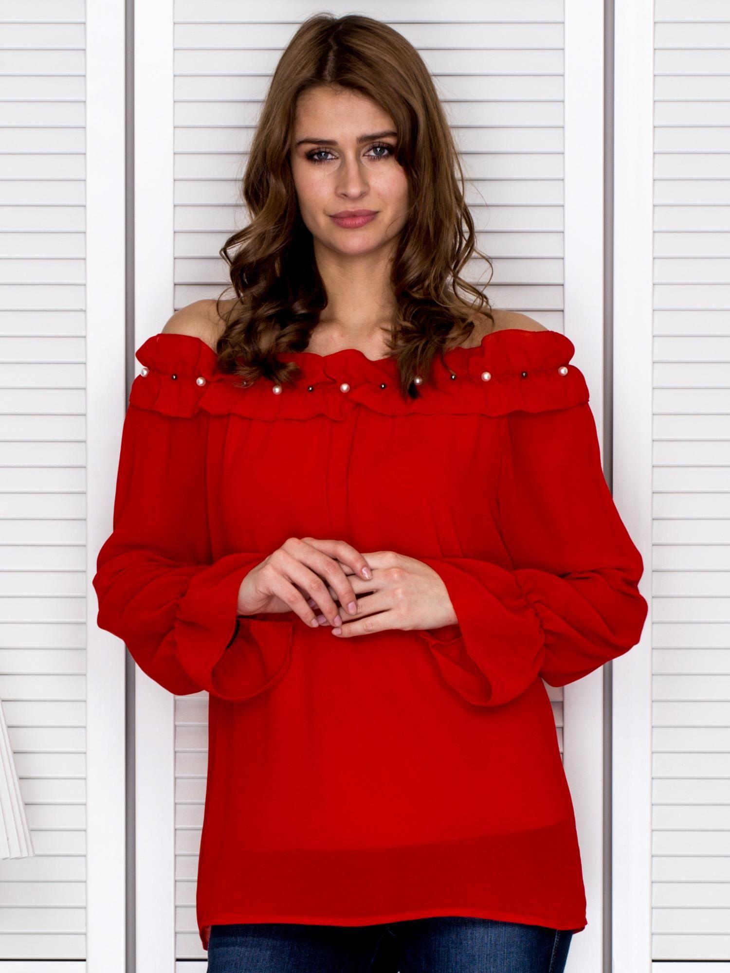 8203cc5b290463 Bluzka damska z ozdobnym dekoltem czerwona - Bluzka na co dzień ...