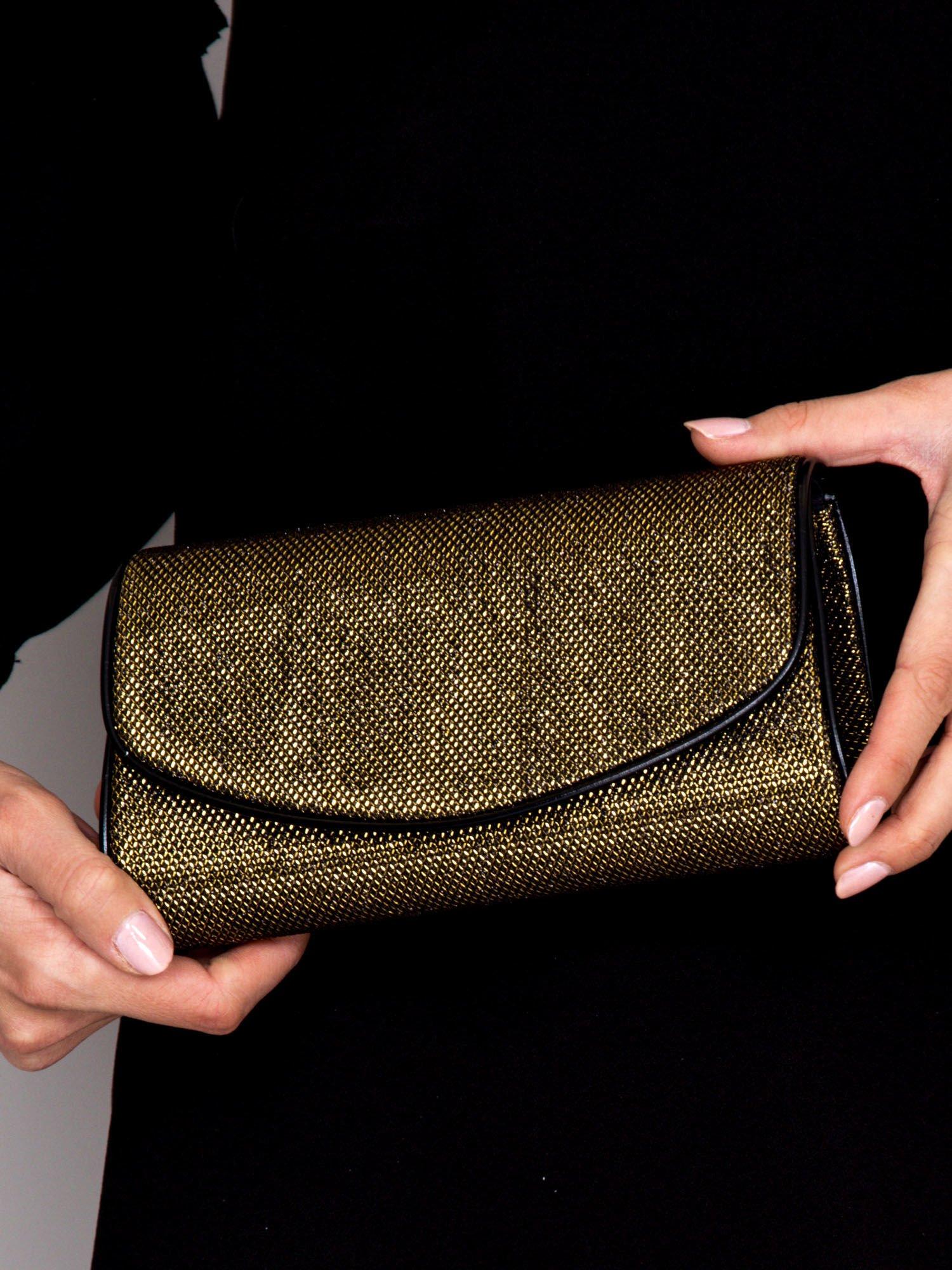3cb1e1c381793 Błyszcząca kopertówka z łańcuszkiem czarno-złota - Akcesoria torba - sklep  eButik.pl