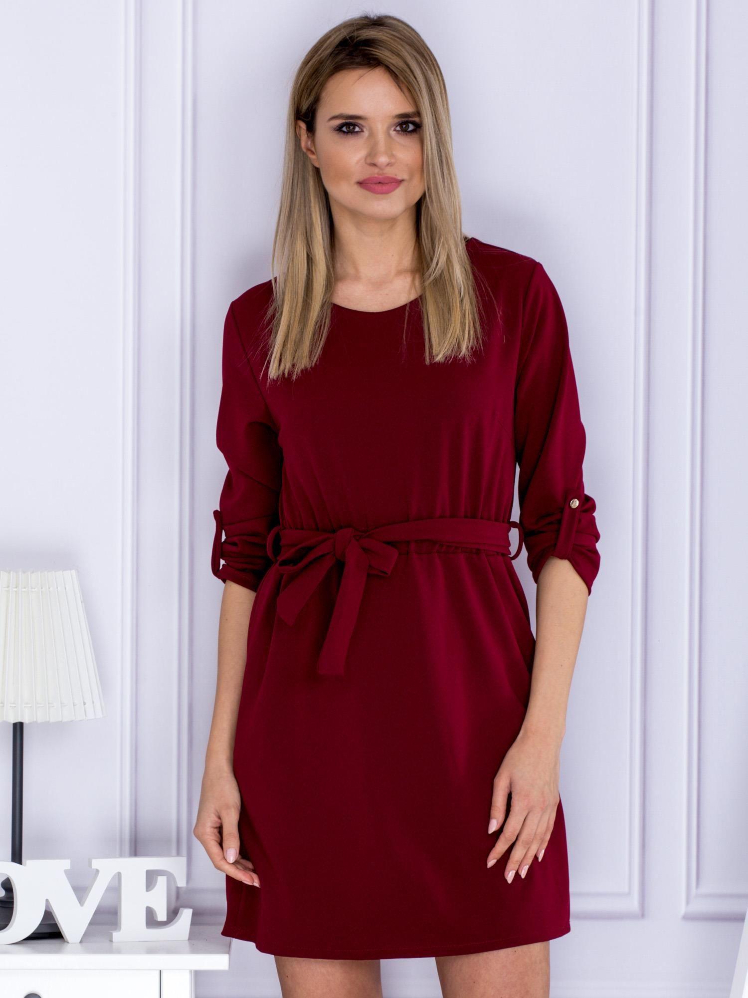 cd03b49b5a83a6 Bordowa sukienka z paskiem i podwijanymi rękawami - Sukienka na co dzień -  sklep eButik.pl