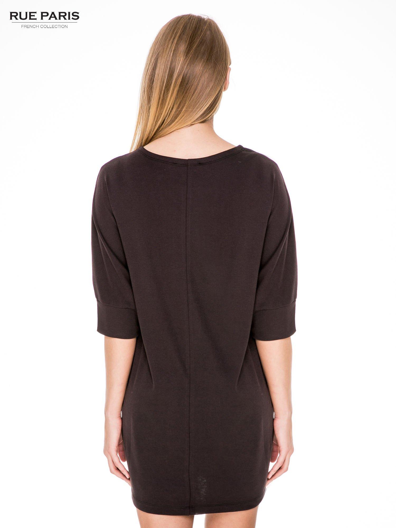 Brązowa bawełniana sukienka z luźnym rękawem                                  zdj.                                  4