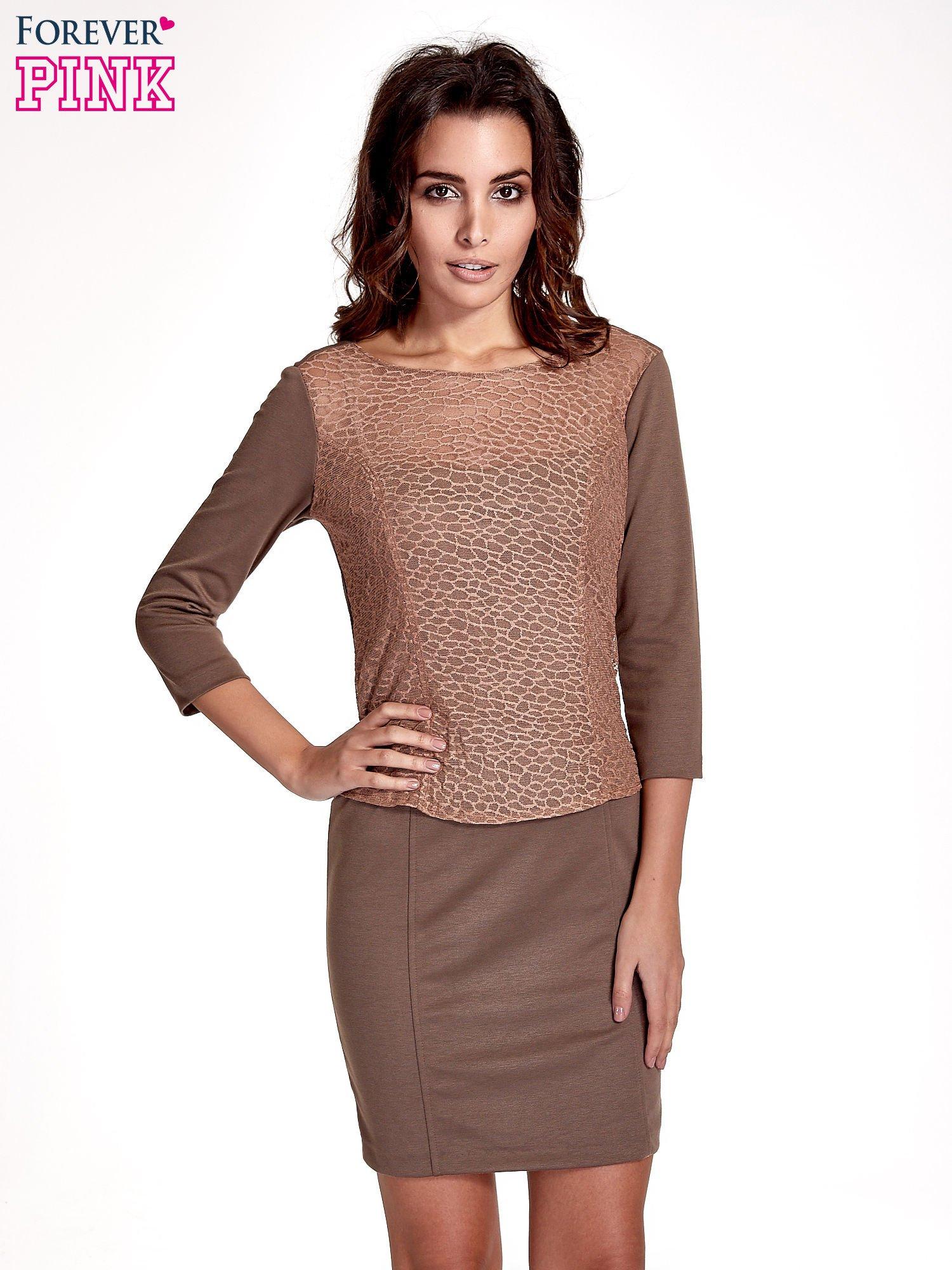 Brązowa dopasowana sukienka z ażurowym wykończeniem                                  zdj.                                  1