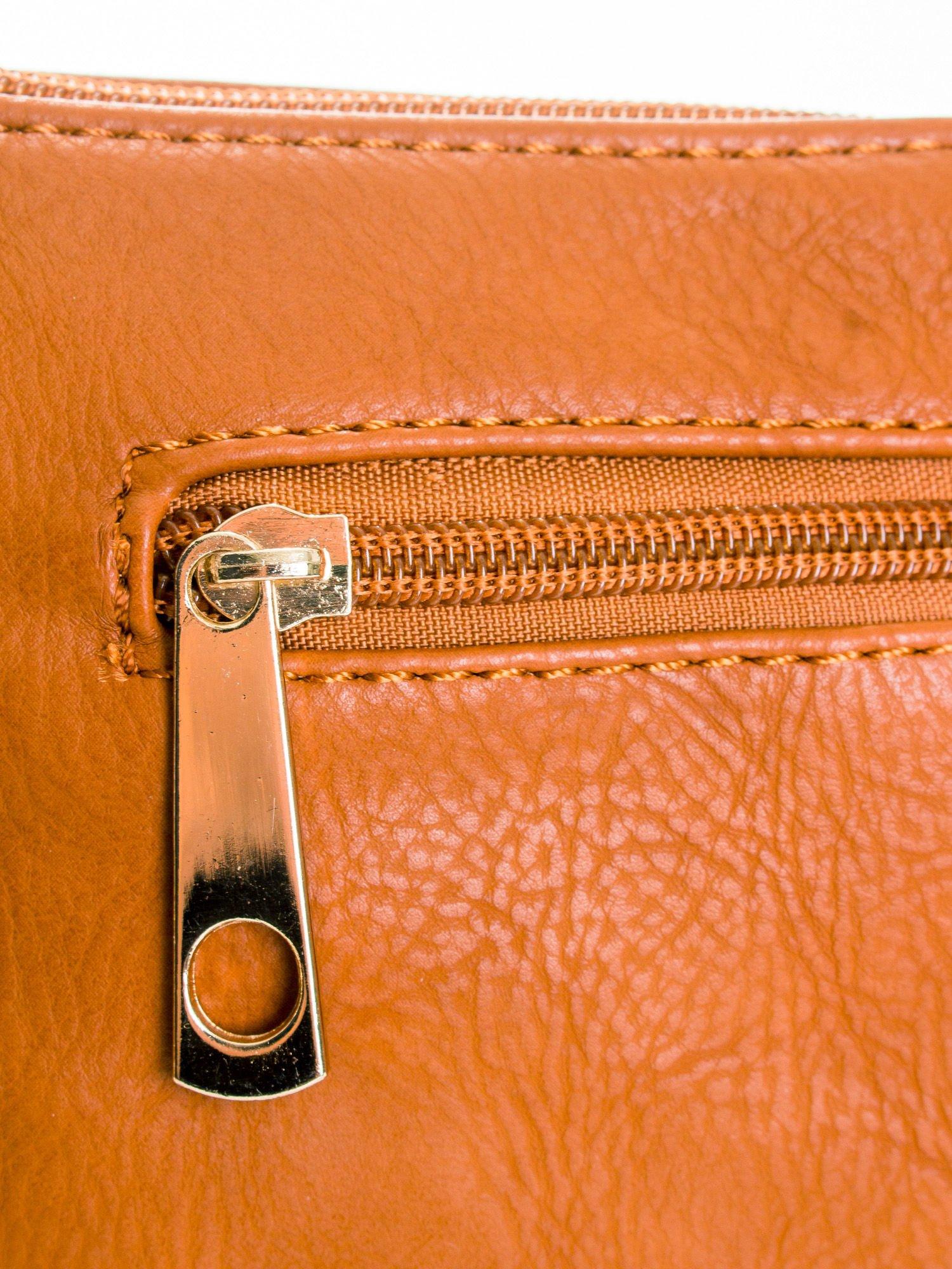 Brązowa kopertówka z dżetami motyw wąsów                                  zdj.                                  5