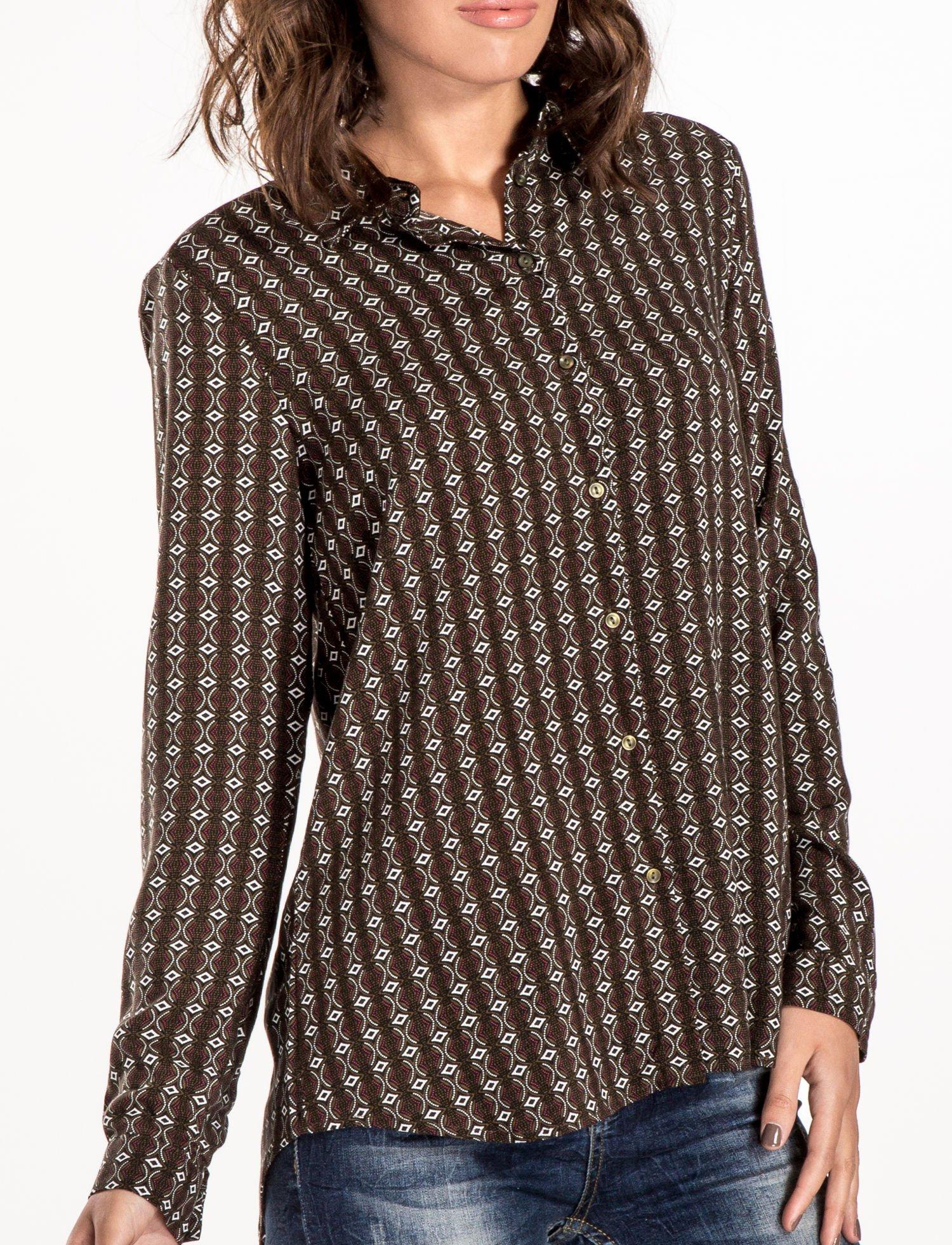 Brązowa koszula w geometryczne wzory                                  zdj.                                  4