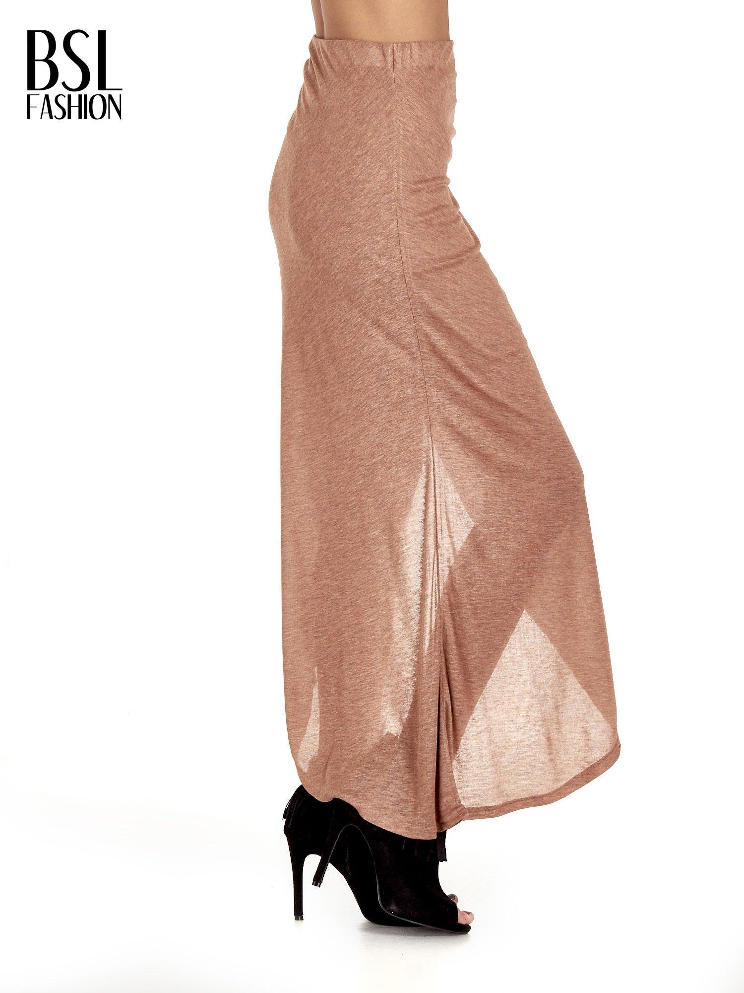 Brązowa spódnica maxi z drapowaniem i rozporkiem z boku                                   zdj.                                  3