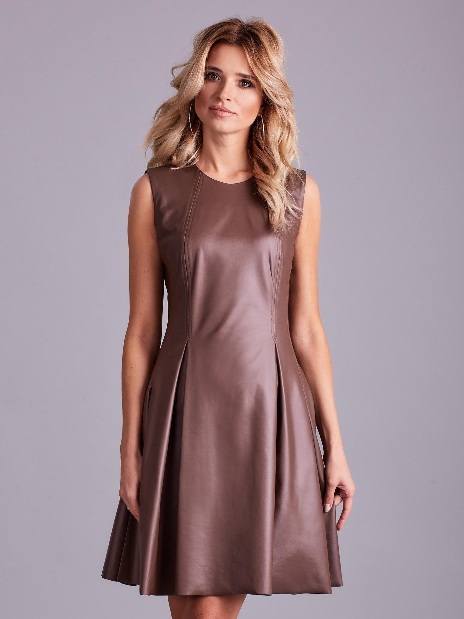 21be278962 Brązowa sukienka z ekoskóry - Sukienka rozkloszowana - sklep eButik.pl