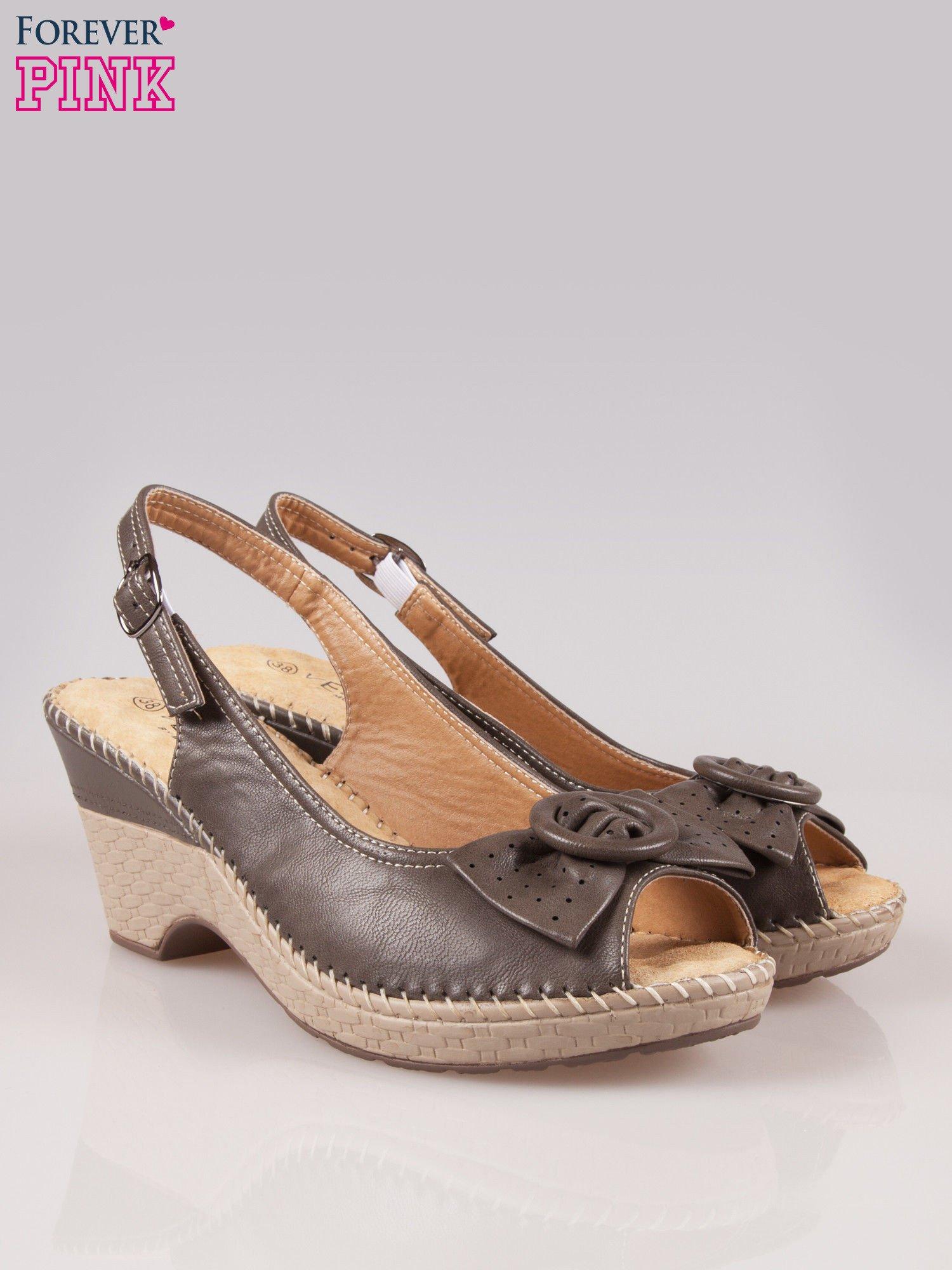 Brązowe sandały z kokardą na grubym obcasie Laolla                                  zdj.                                  2