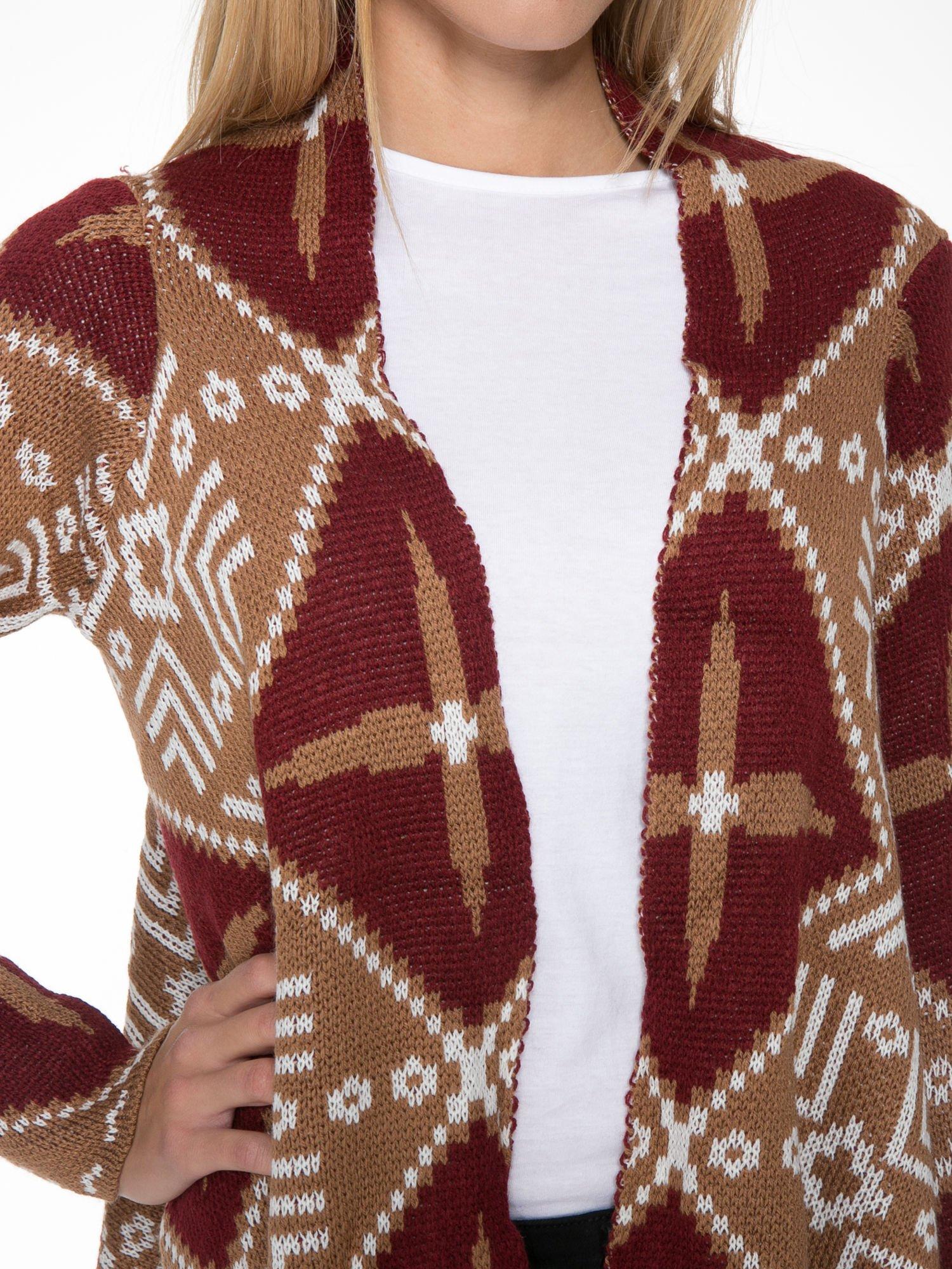 Brązowy sweter narzutka w azteckie wzory z frędzlami                                  zdj.                                  5