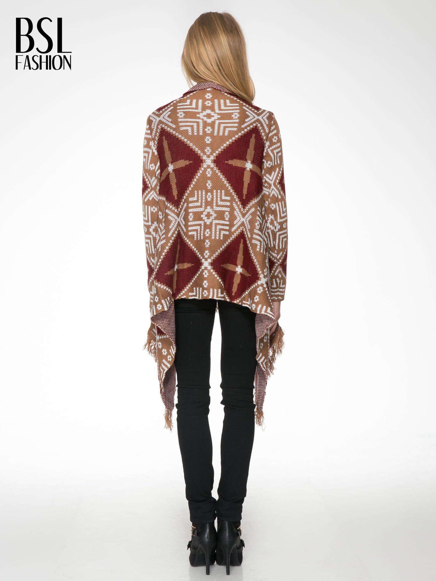 Brązowy sweter narzutka w azteckie wzory z frędzlami                                  zdj.                                  4