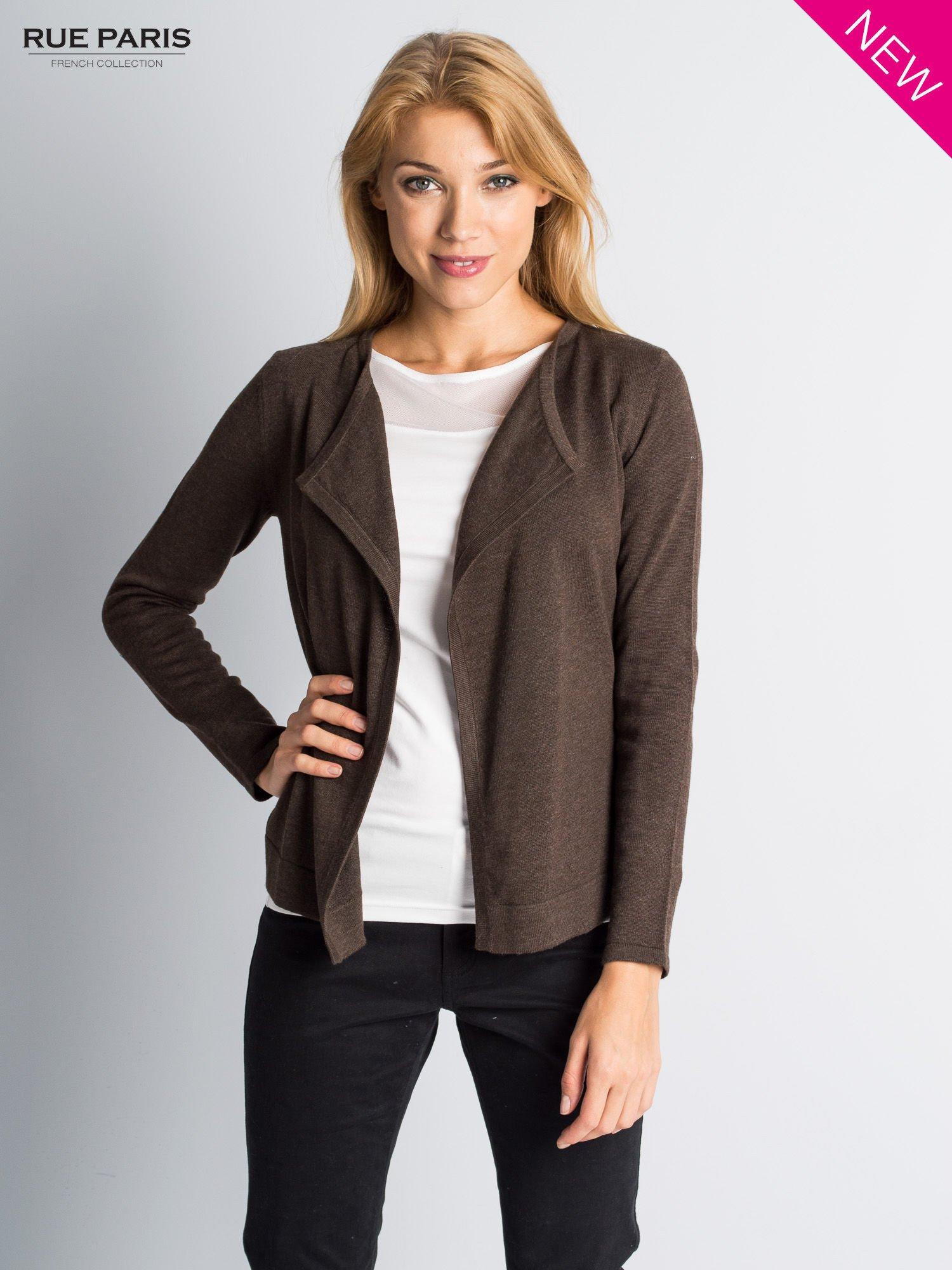 Brązowy sweter narzutka z kaskadowymi bokami                                  zdj.                                  1